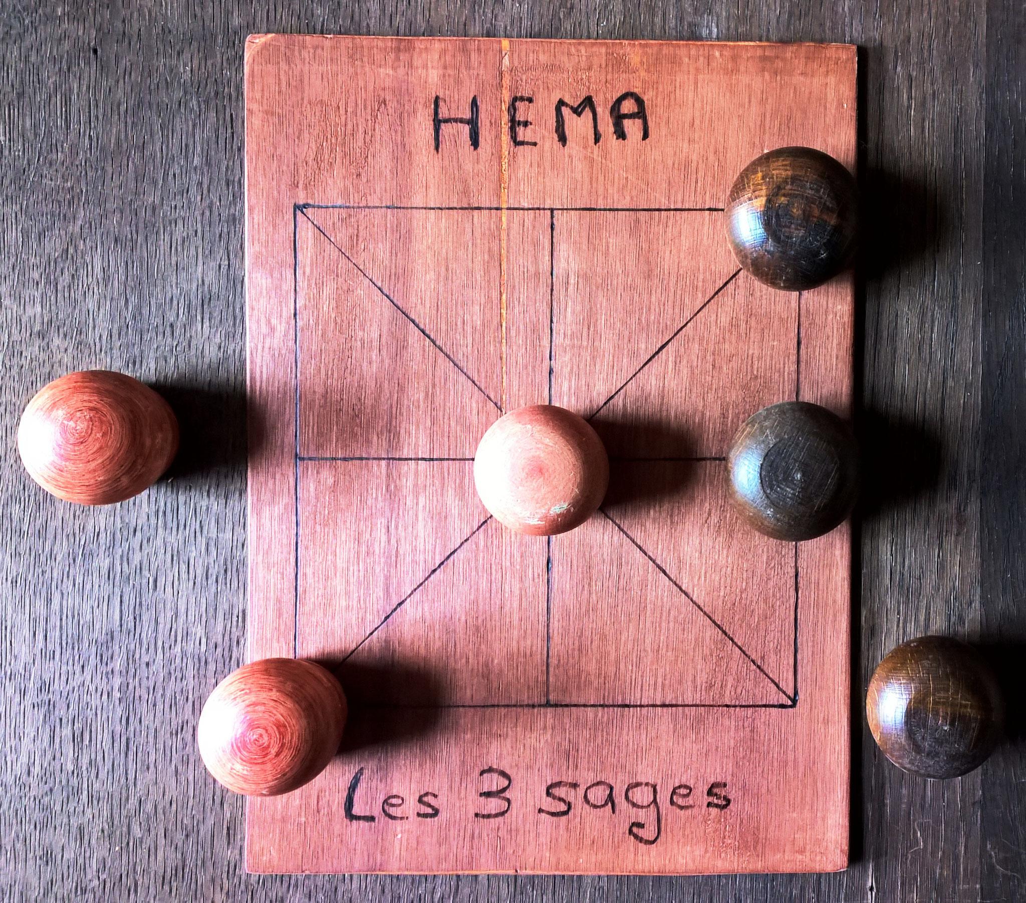 Hema ou les 3 sages (le morpion, jeu d'alignement sans capture)