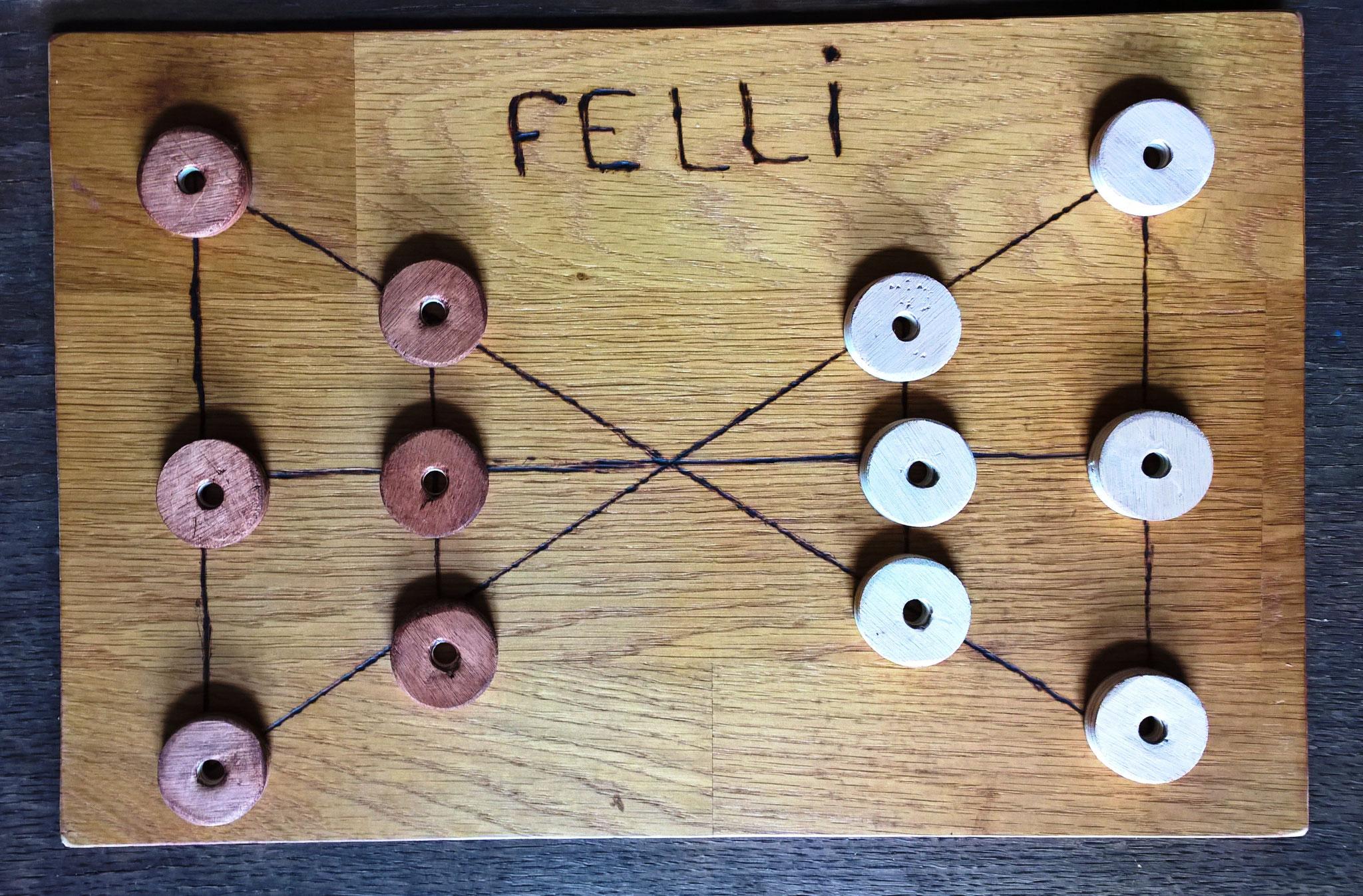 Felli, appelé aussi Fich, jeu du Maroc, idéal pour initier les plus jeunes aux jeux de capture
