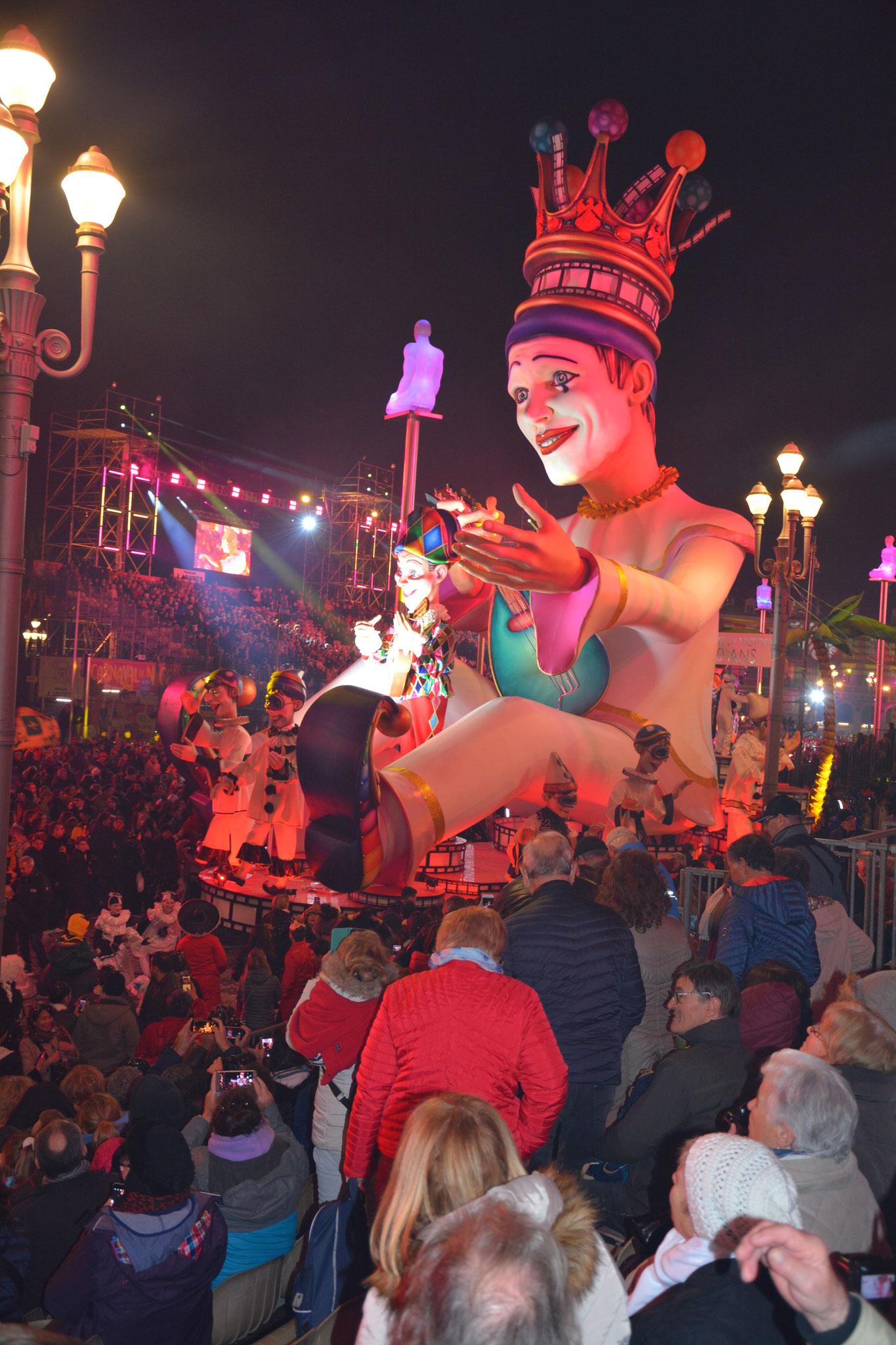 """Cette année, le thème du carnaval de  Nice était """"Le roi du cinéma"""" une splendeur."""