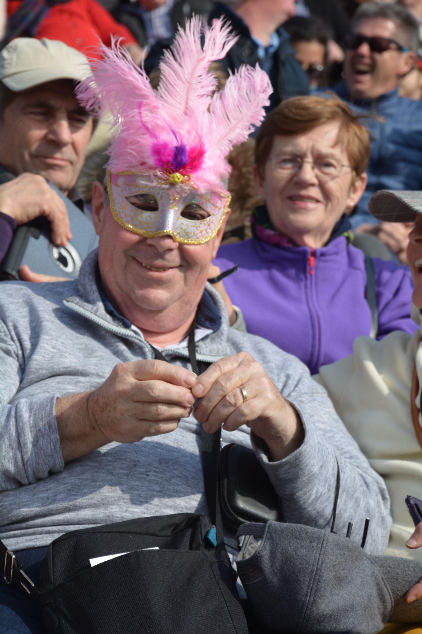 Certains de nos adhérents se cachent derrière un masque