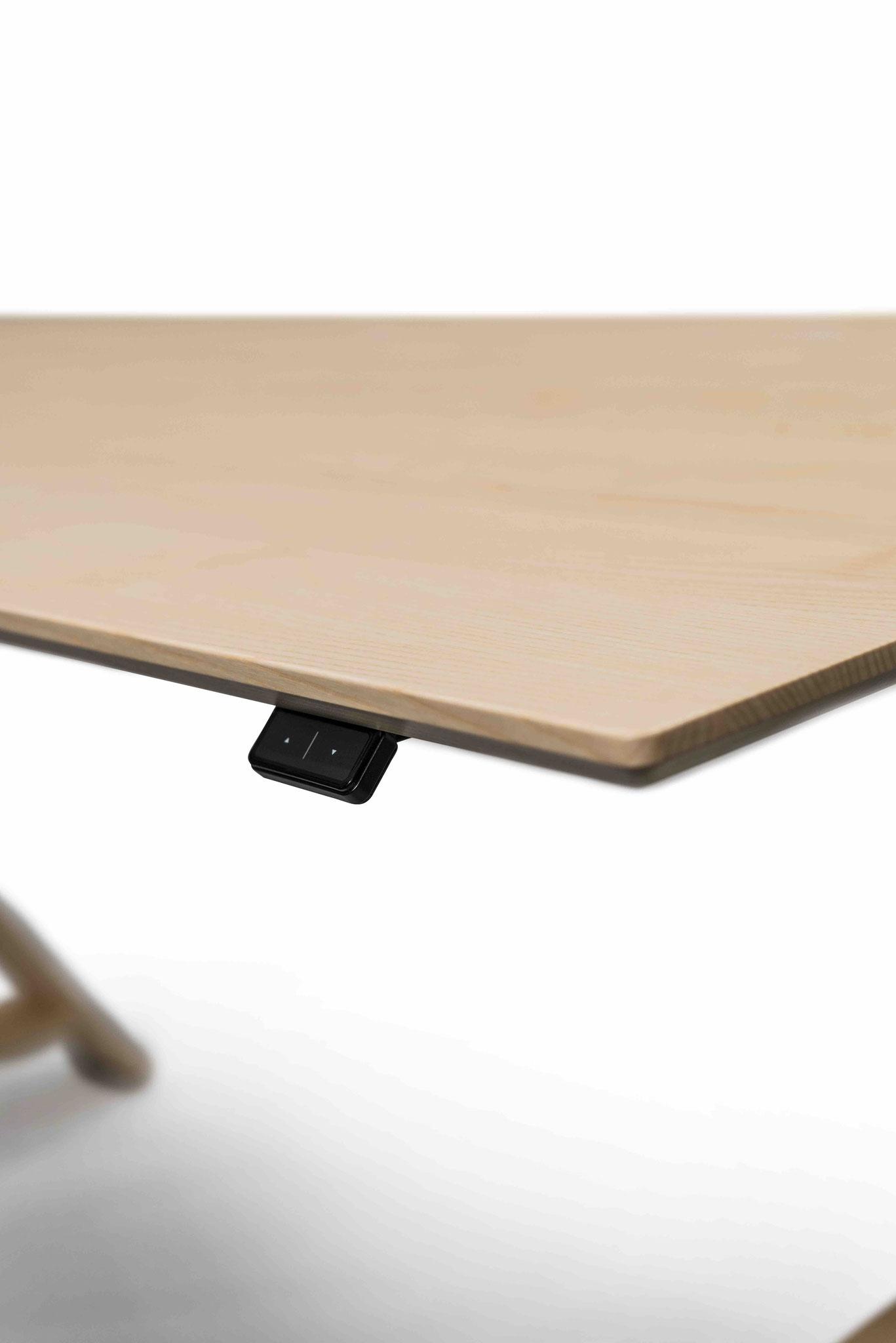 MOTU A PLUS, Gestell schwarz mit Eschenfuß, Tischplatte Esche III