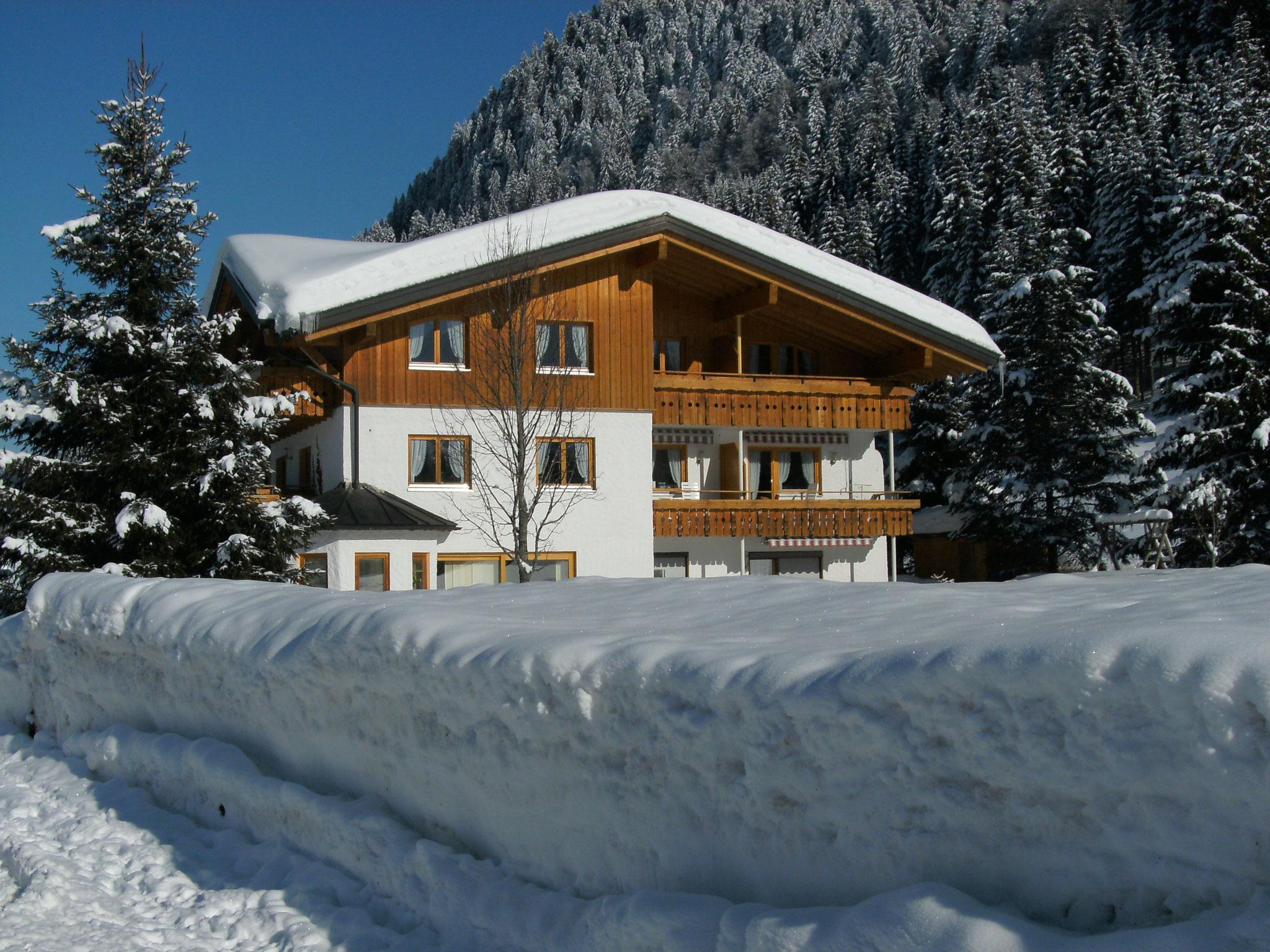 Hilbrand Appartements und Ferienwohnungen - mit viel Schnee