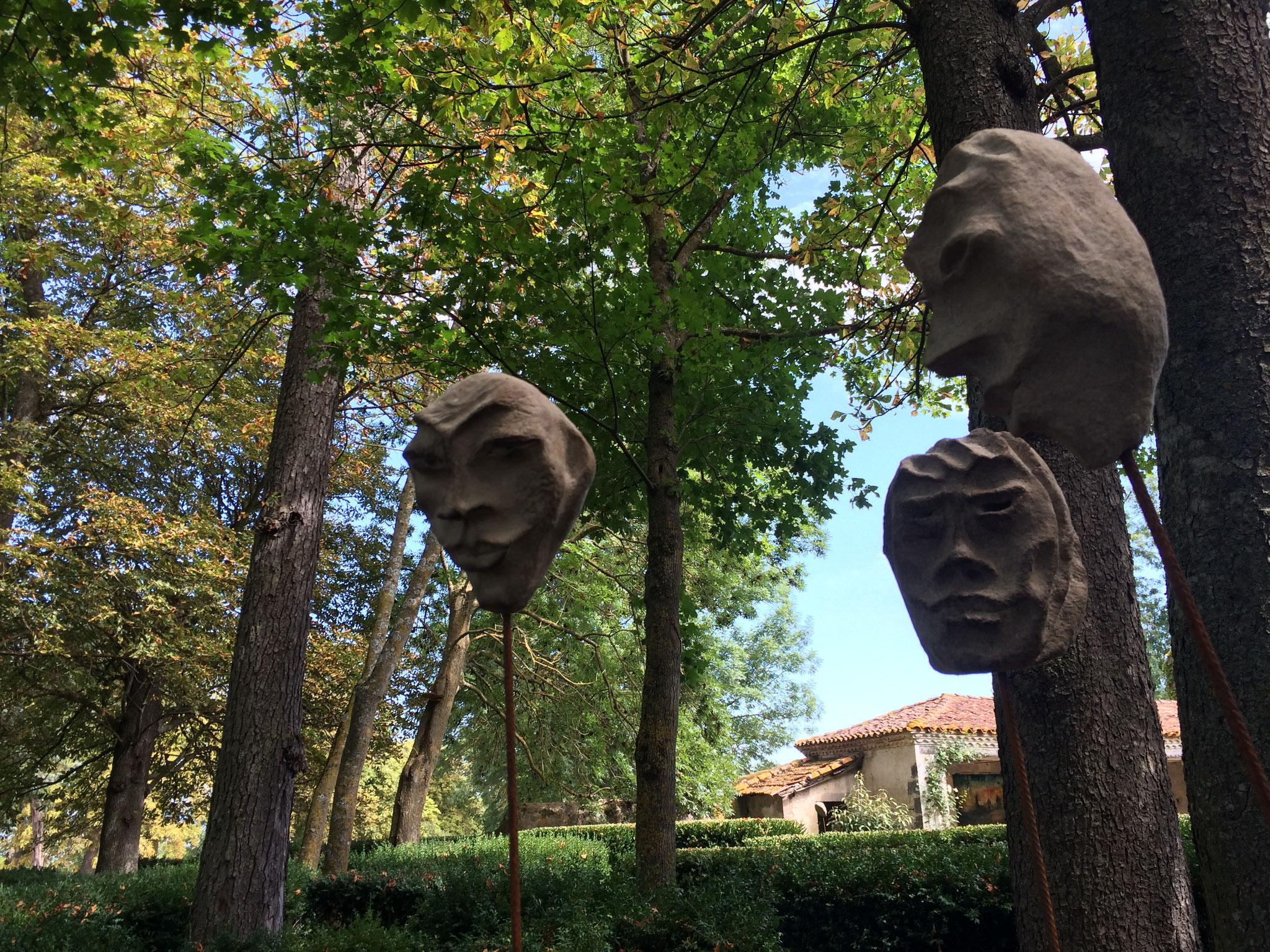Les oeuvres de l'expo Matières d'art au château de Hauterive, à 25 minutes de La Villa Victoria Auvergne.