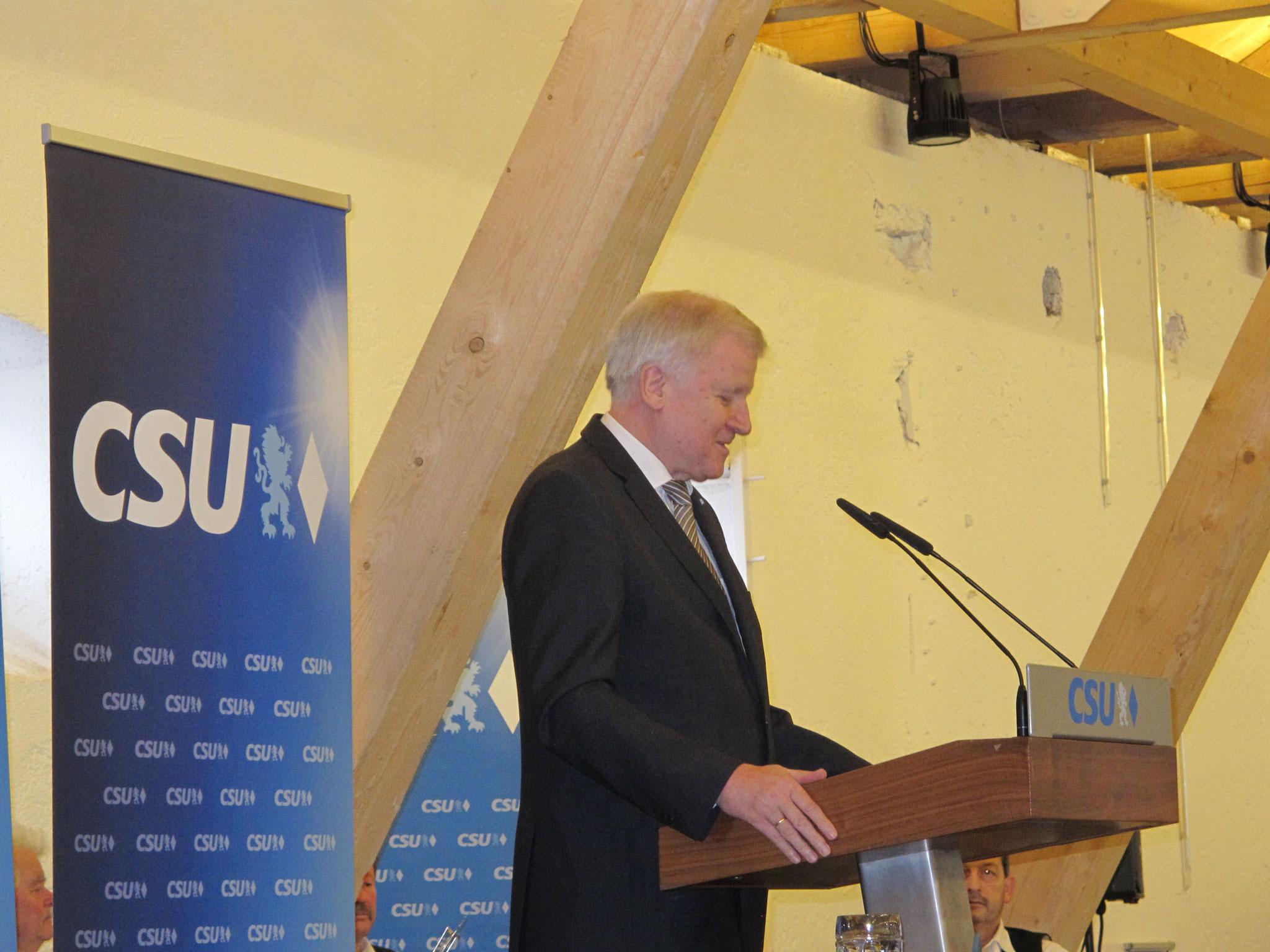 Horst Seehofer erklärt die laufenden Verhandlungen zur Neubildung der Regierung in Berlin