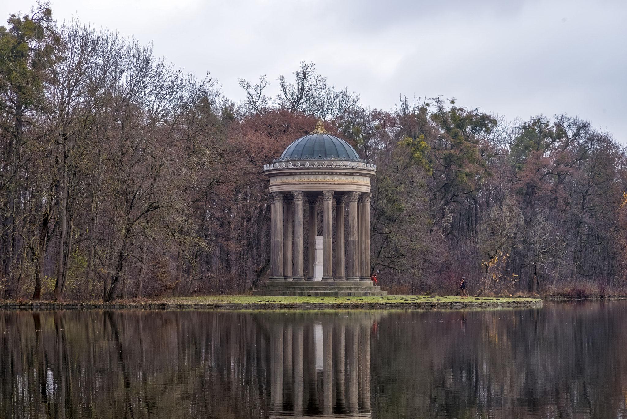 Apollotempel bei der Badenburg im Nymphenburger Schlosspark.