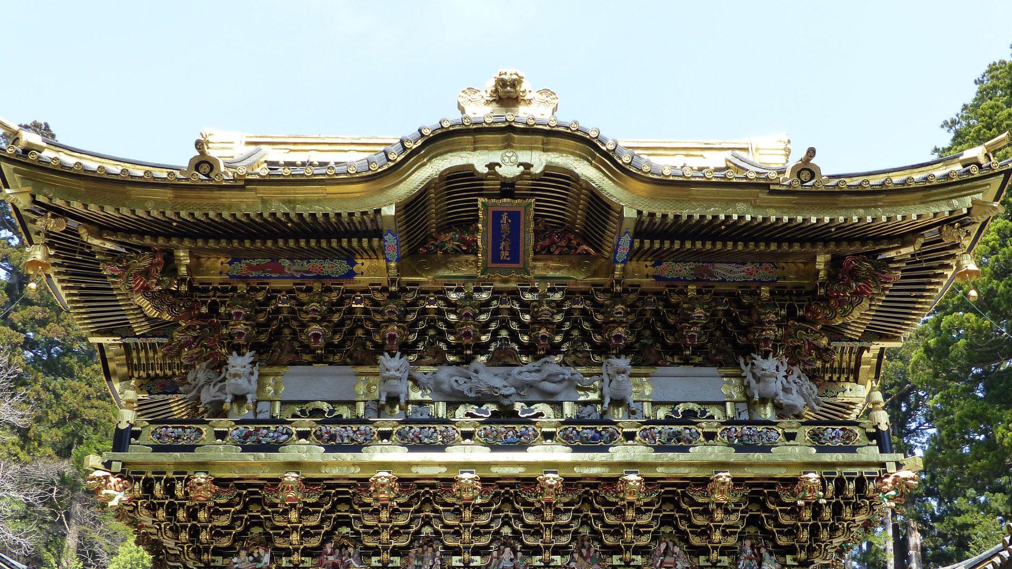 Das Yomeimon-Tor gilt als eines der schönsten Tore Japans und wird von 500 Schnitzereien verziert