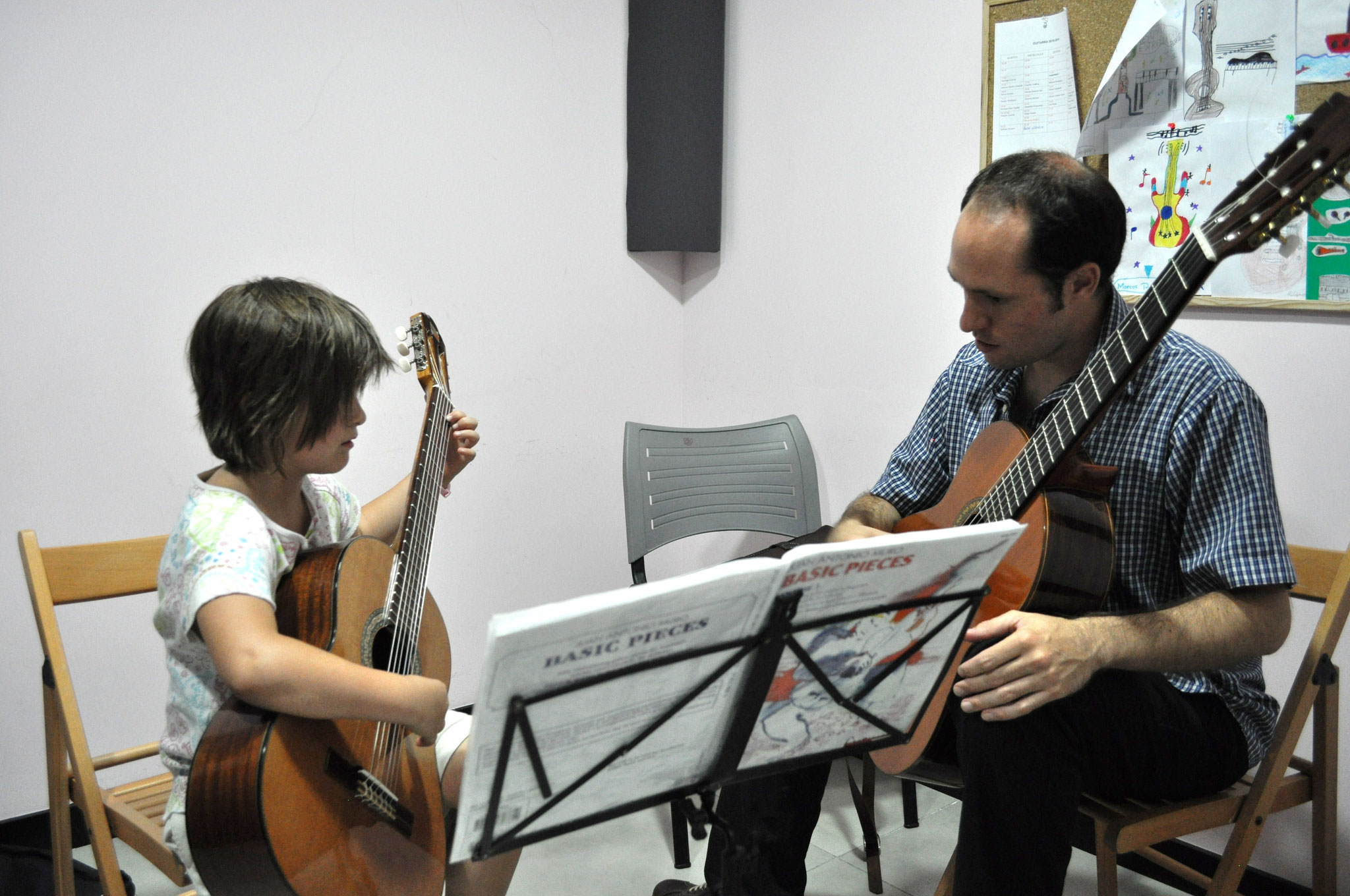 Clase de guitarra en la Escuela de Música Prolat