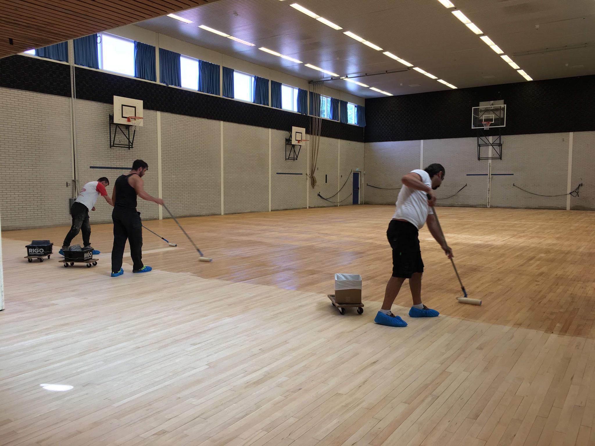 In Scheveningen -sportzaal vloer lakken