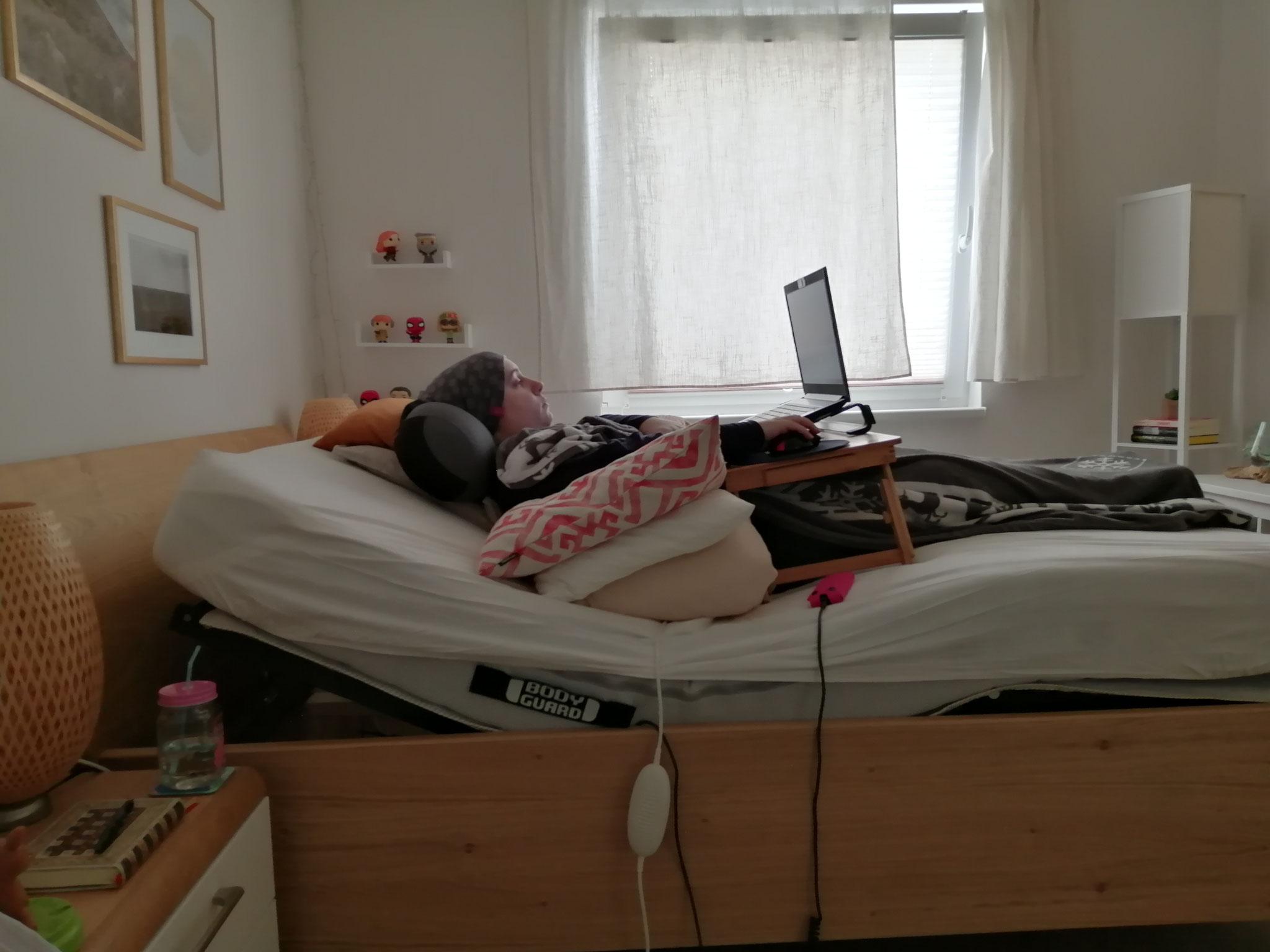 So im Bett liegend verbringe ich mein Leben.