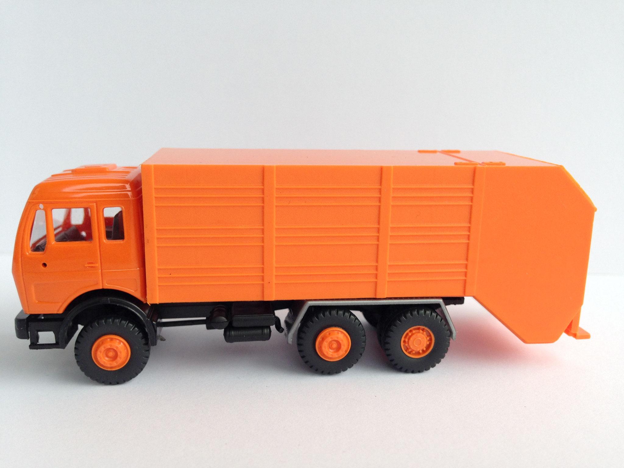 3-Achs-Kehrrichtwagen mit Moser-Aufbau, Art. Nr. 443 (ab 1985 im Programm)