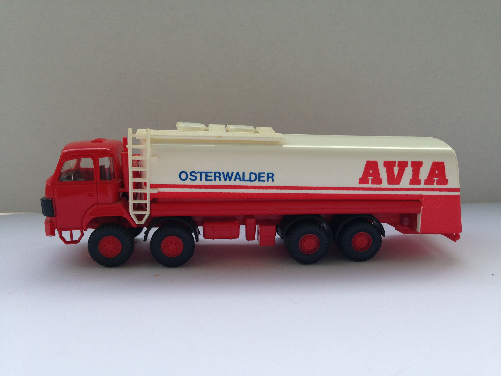 AVIA Osterwalder, 4-Achs-Tankwagen, Art. Nr. 517 O (ab 1985 im Programm)