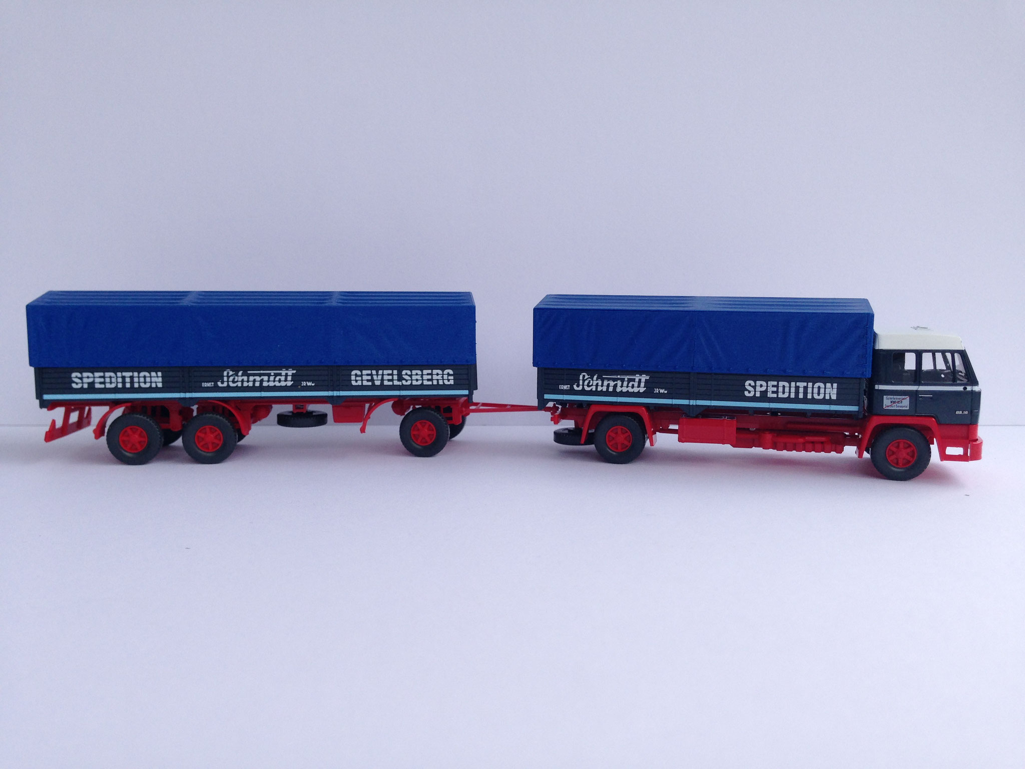 Schmidt 2-Achser mit 3-Achs-Anhänger, Pritsche/Plane, Art. Nr. 849 08 46 (ab 2009 im Programm)