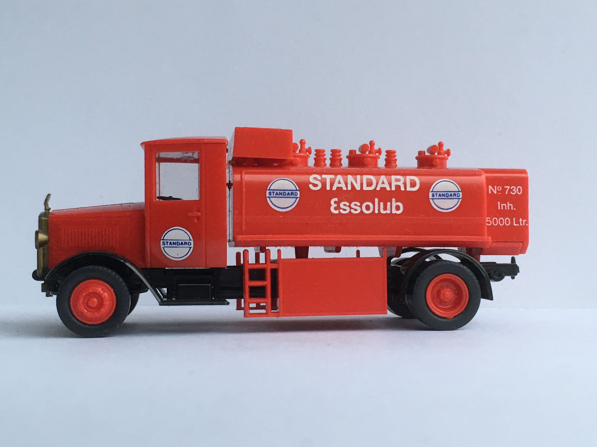 Mercedes L5 Essolub Tankwagen, 1990