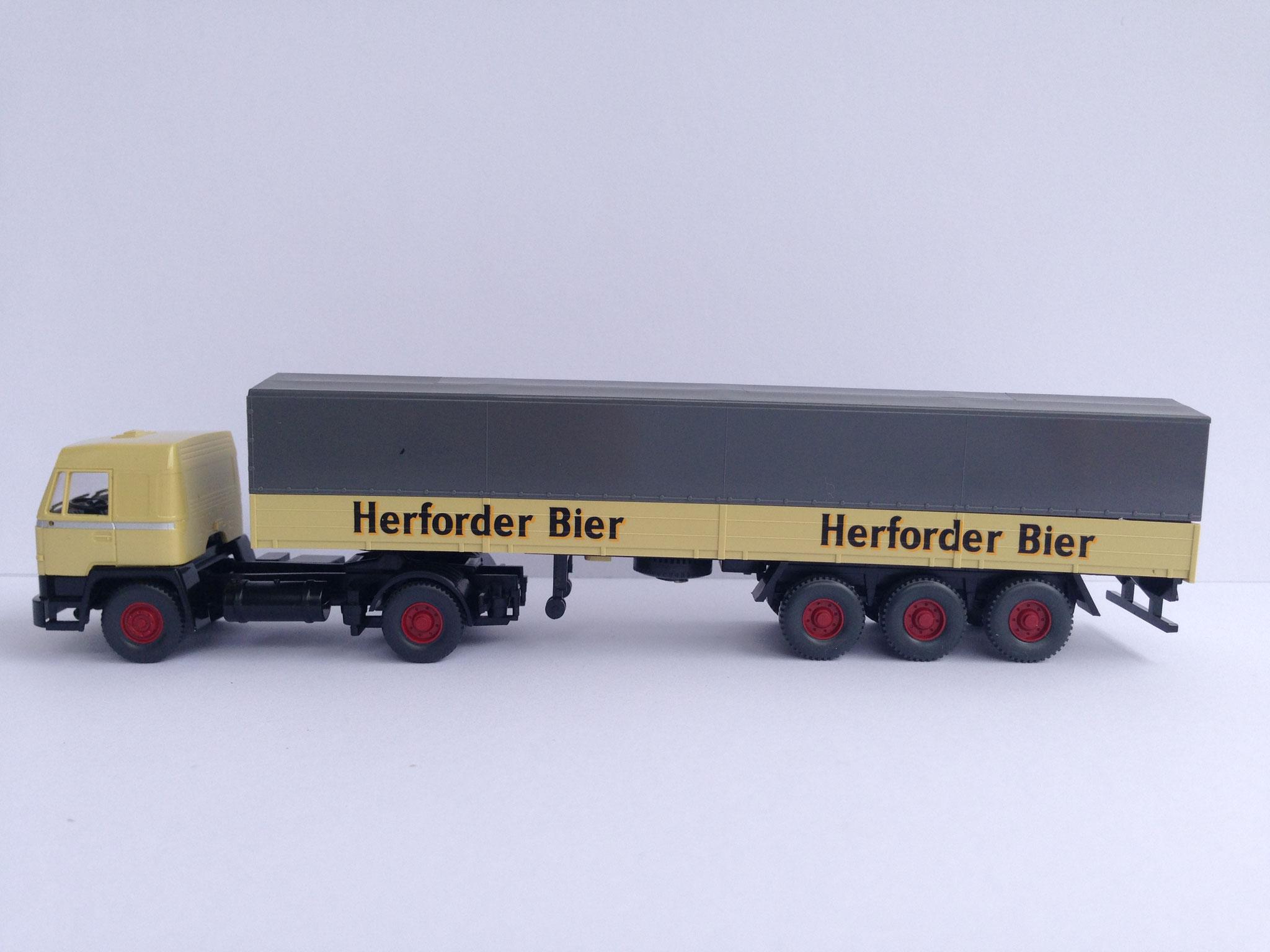 Herforder Bier Sattelzug mit 3-Achs-Auflieger, Pritsche/Plane, Art. Nr. 849 40 39 (ab 2005 im Programm)