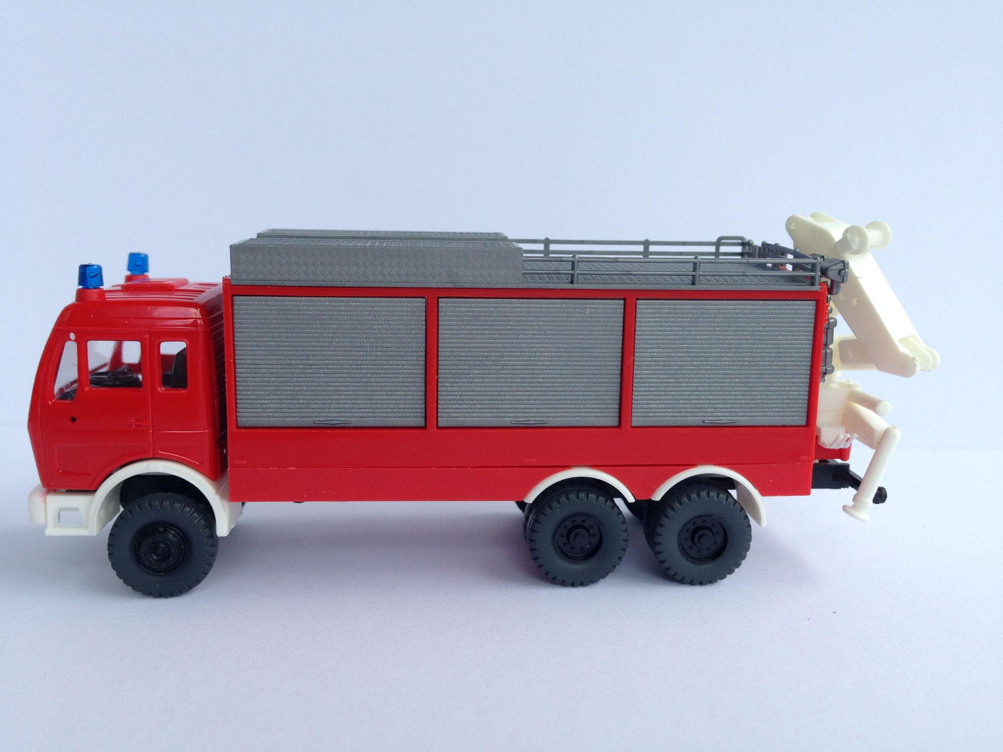 Feuerwehr, 3-Achser Feuerwehrrüstwagen mit Kran, Art. Nr. 475 (ab 1987 im Programm)