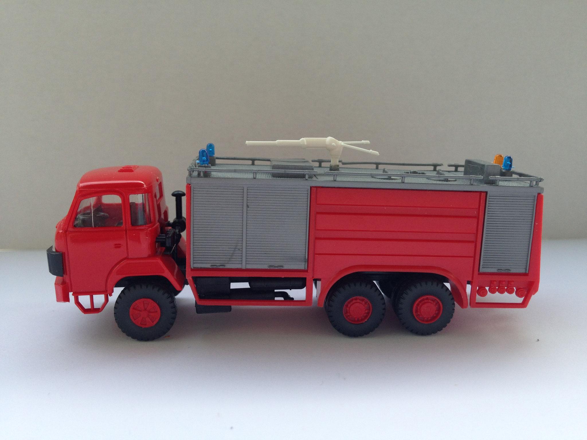 Feuerwehr 3-Achser-Tanklöschfahrzeug, Art. Nr. 424 (ab 1983 im Programm)