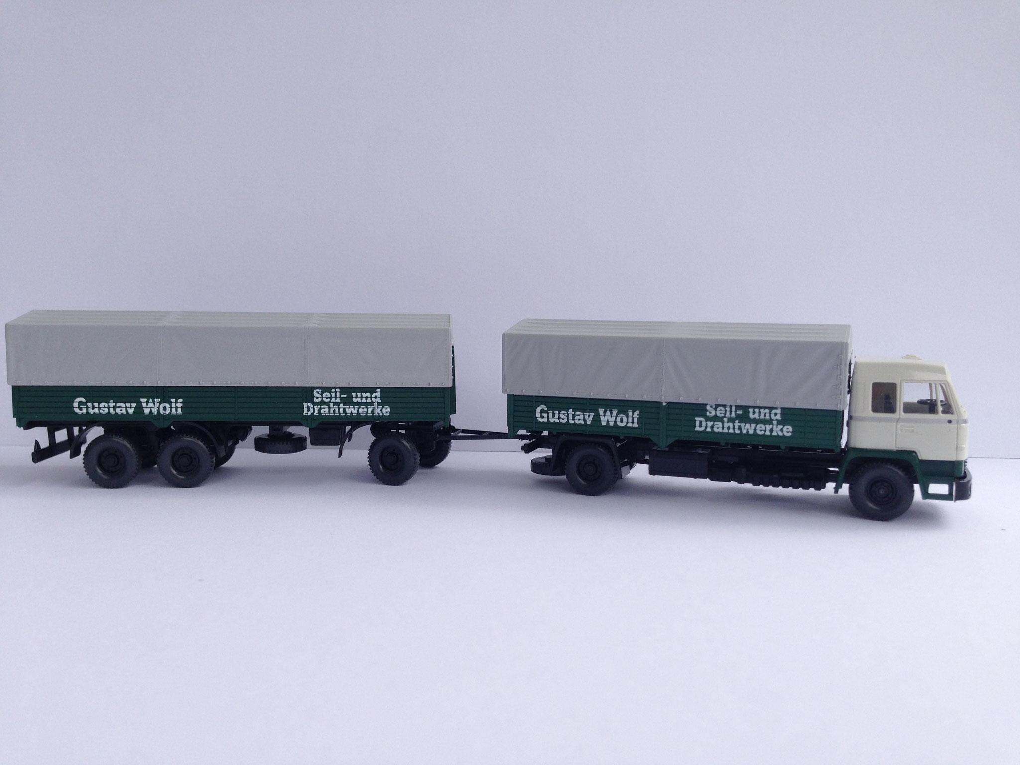 Gustav Wolf 2-Achser mit 3-Achs-Anhänger,  Pritsche/Plane (von Wiking unter dem Label Roskopf), Art. Nr. 485.02 (ab 1998 im Programm)