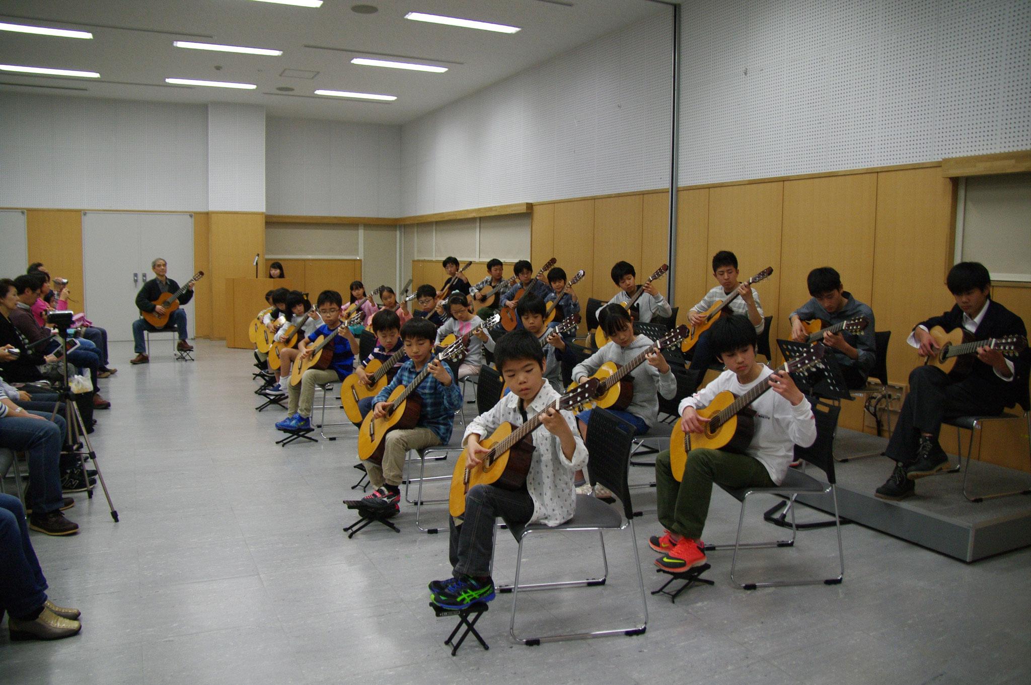 6歳から高校生による合奏(4曲)