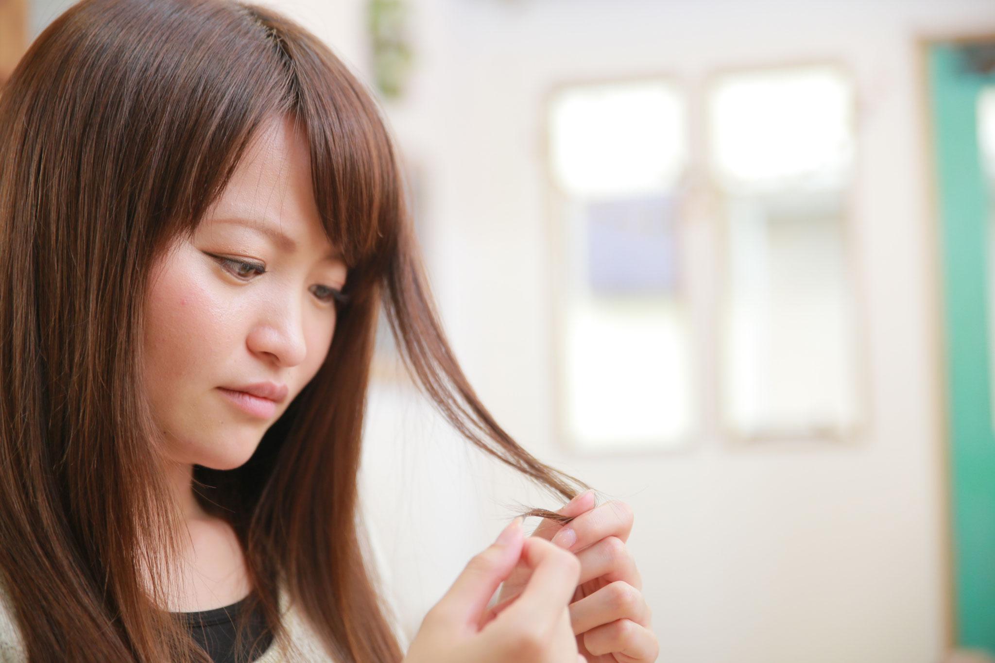 手順1:髪の履歴や状態をしっかりカウンセリングします。