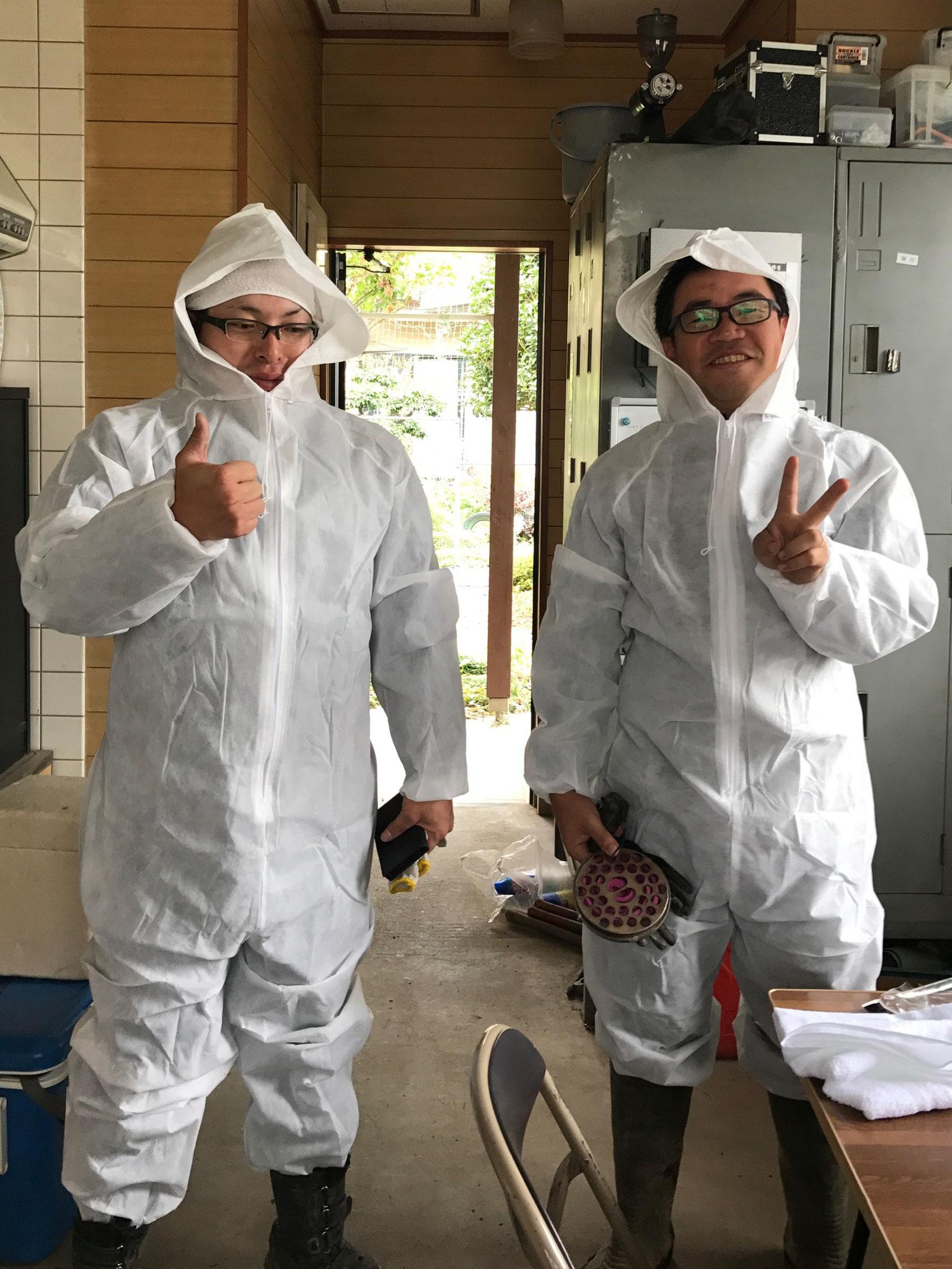 スズメバチ対策をして水道漏水修繕   (ガンバリマス!)