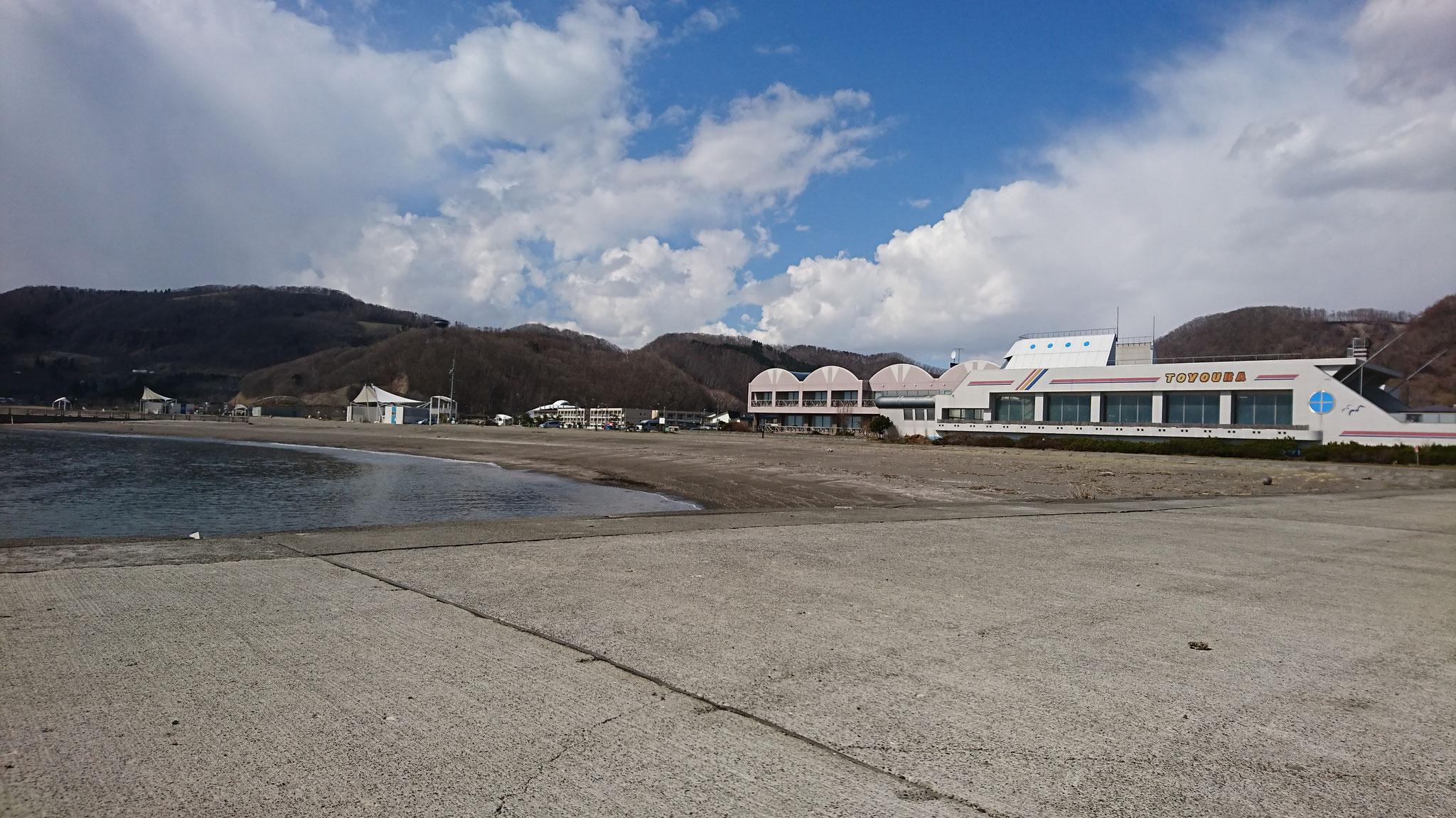 すぐ隣には天然豊浦温泉しおさいと豊浦海浜公園キャンプ場