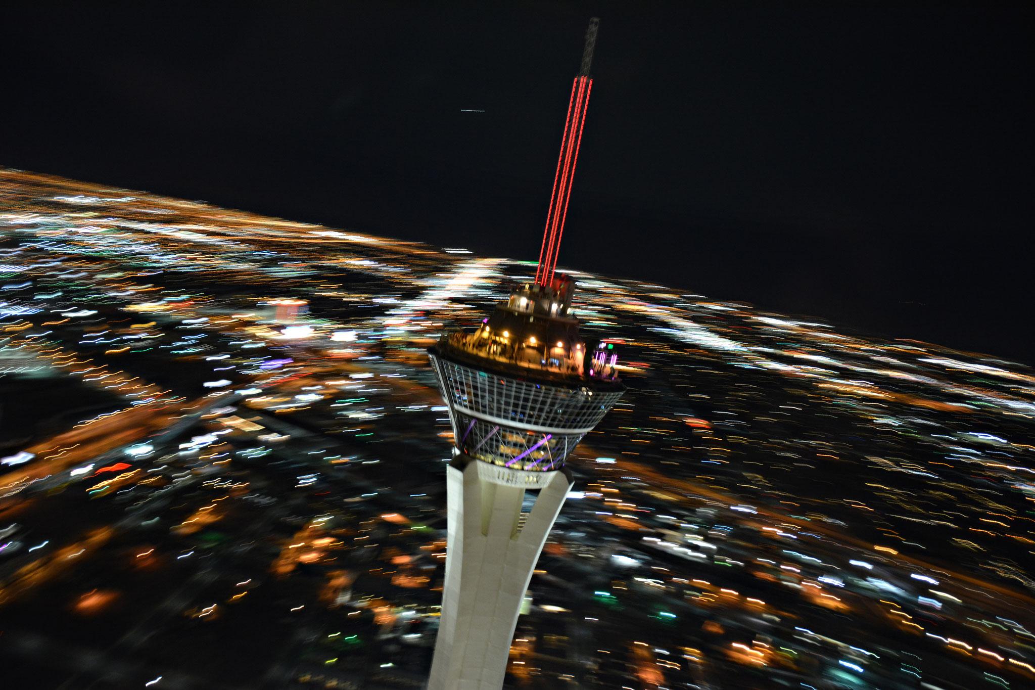 Las Vegas Hochzeitsflug mit Sicht auf den Stratosphere Tower