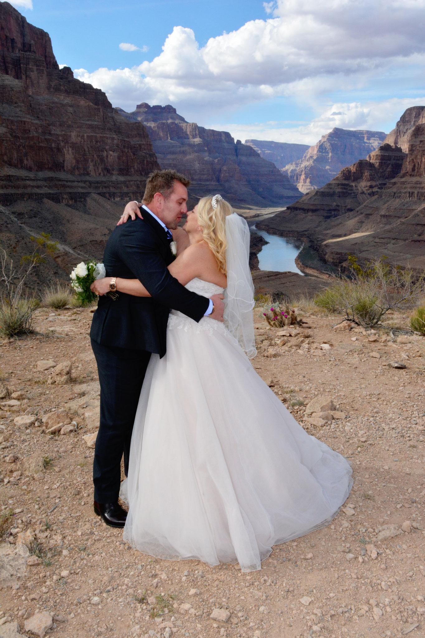 Der erste Kuss als Mann und Frau im Grand Canyon