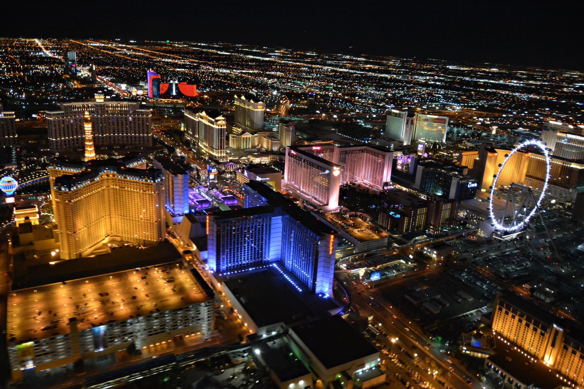 Las Vegas bei Nacht aus der Helikopterperspektive