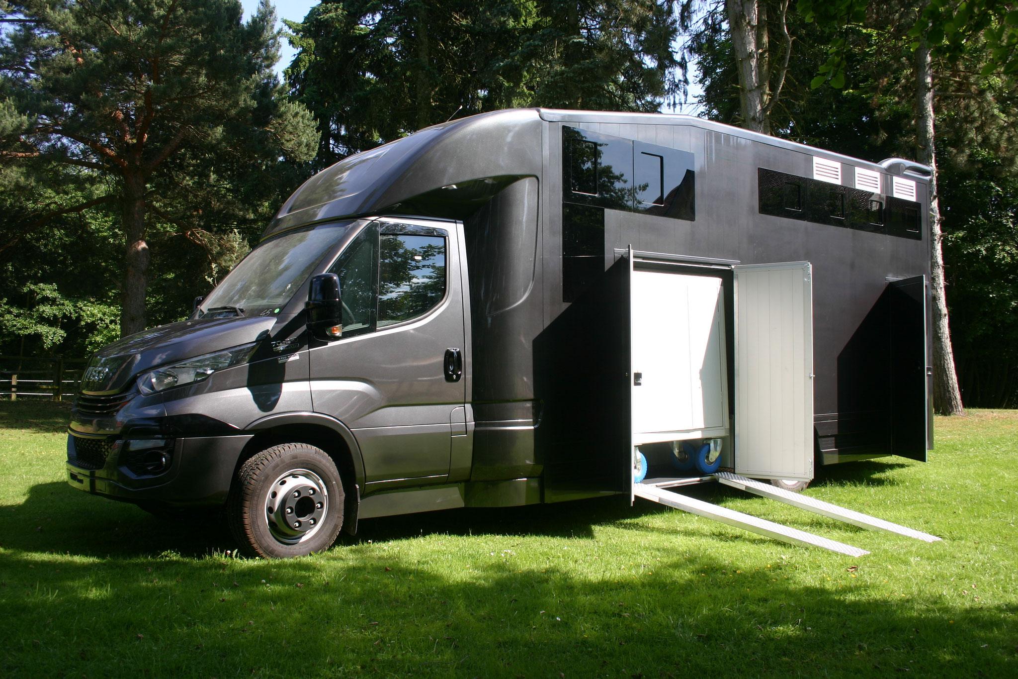 aktuelle angebote pferdetransporter ernst. Black Bedroom Furniture Sets. Home Design Ideas