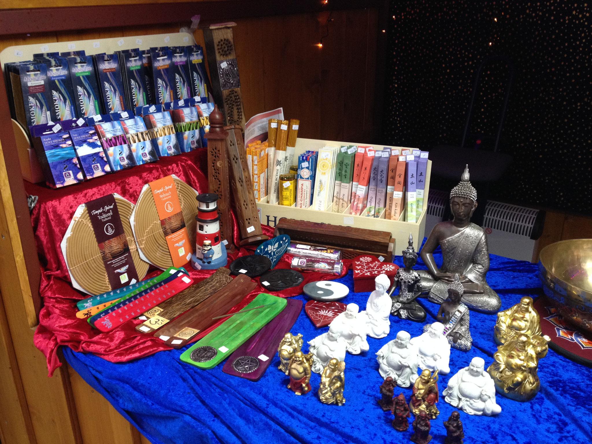 ...Rauchwaren und Buddhas