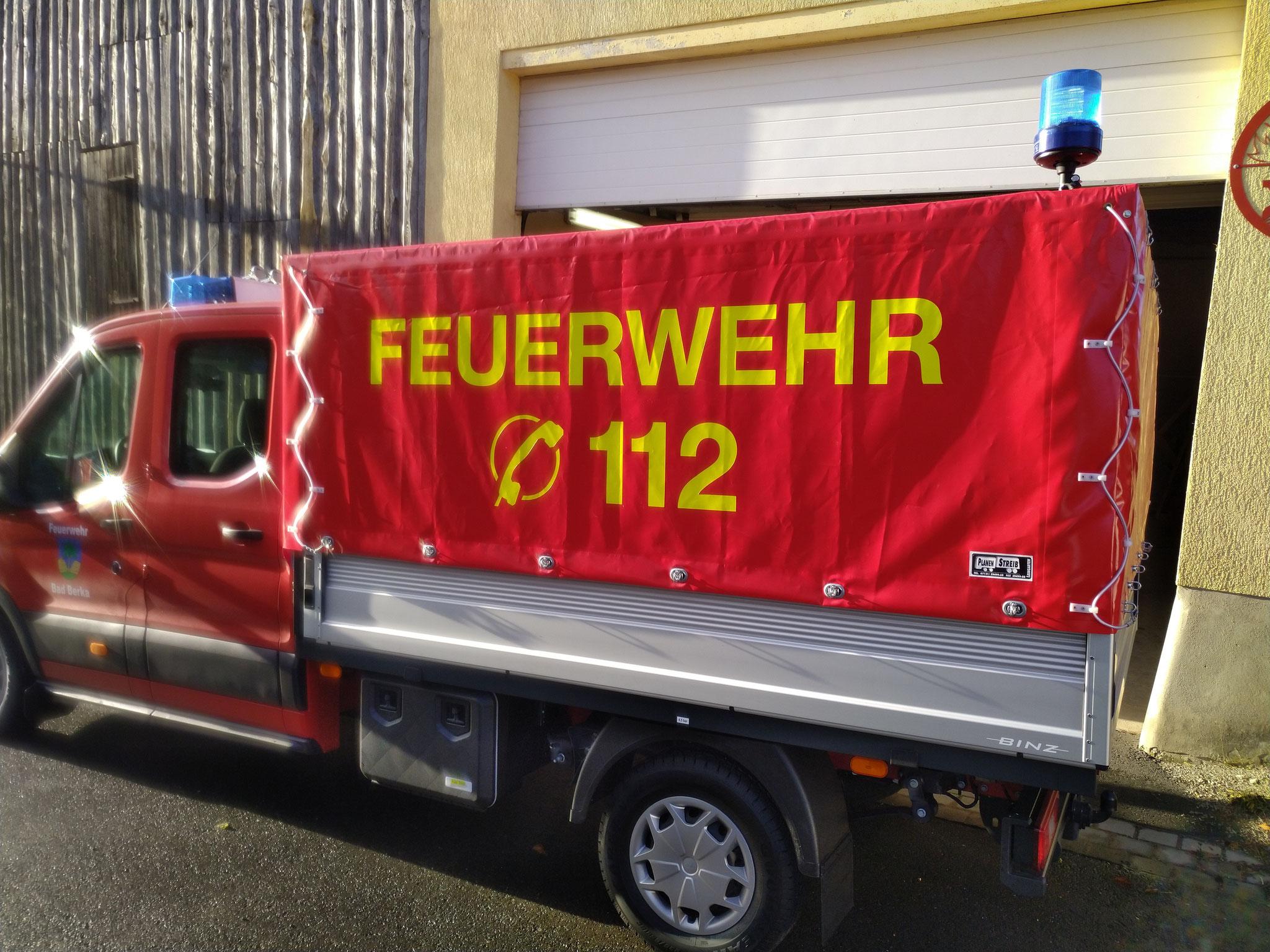 Das Fahrzeug wird für Logistikaufgaben eingesetzt.