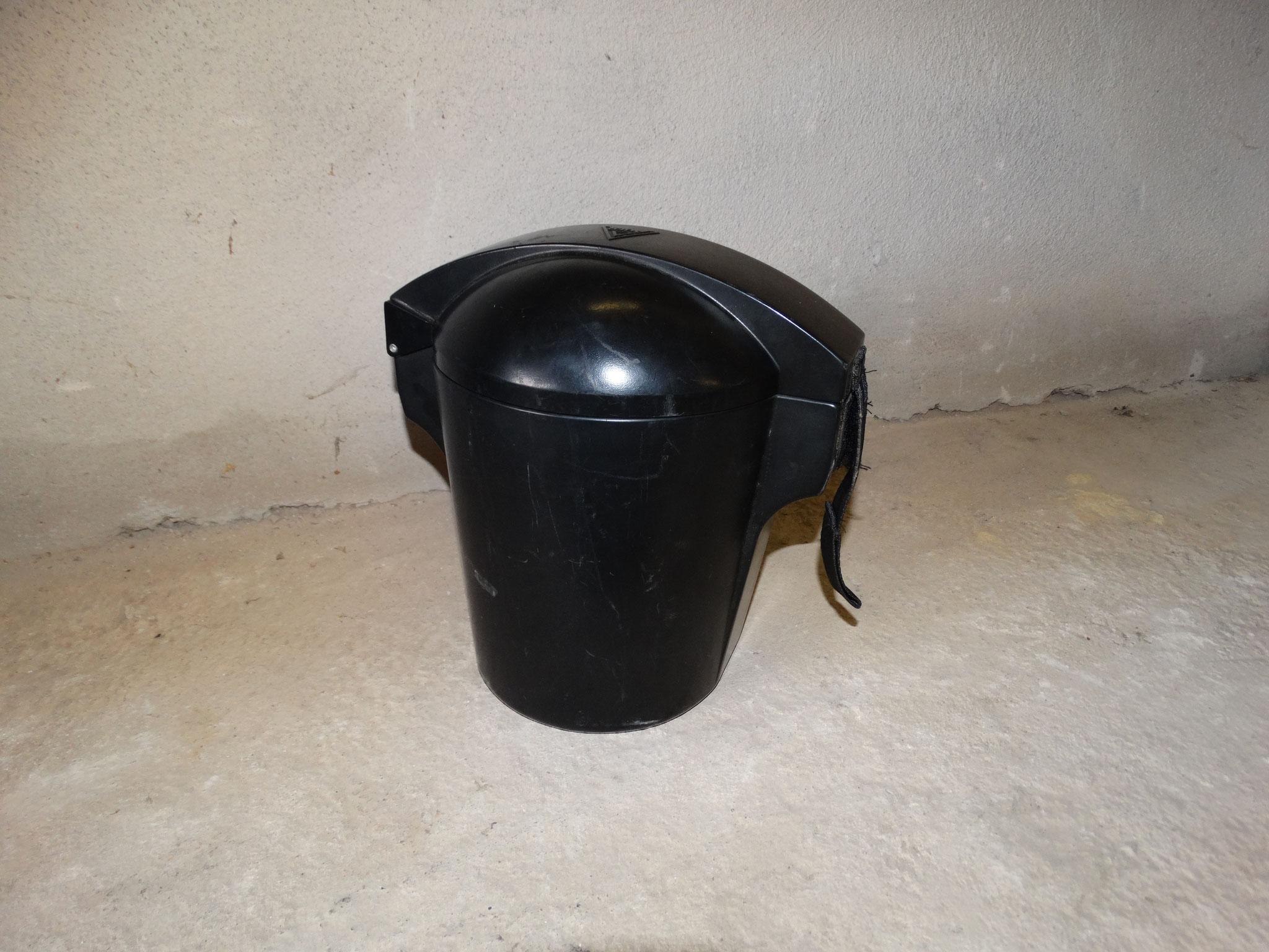 Atemschutzmasken in Transportbehältern/2x verladen