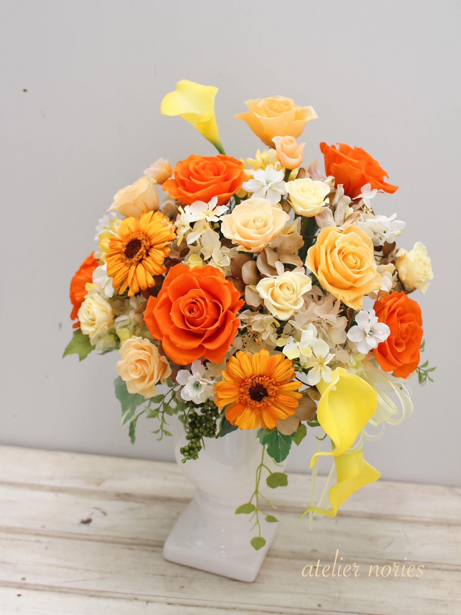オレンジのバラとガーベラのアレンジメント