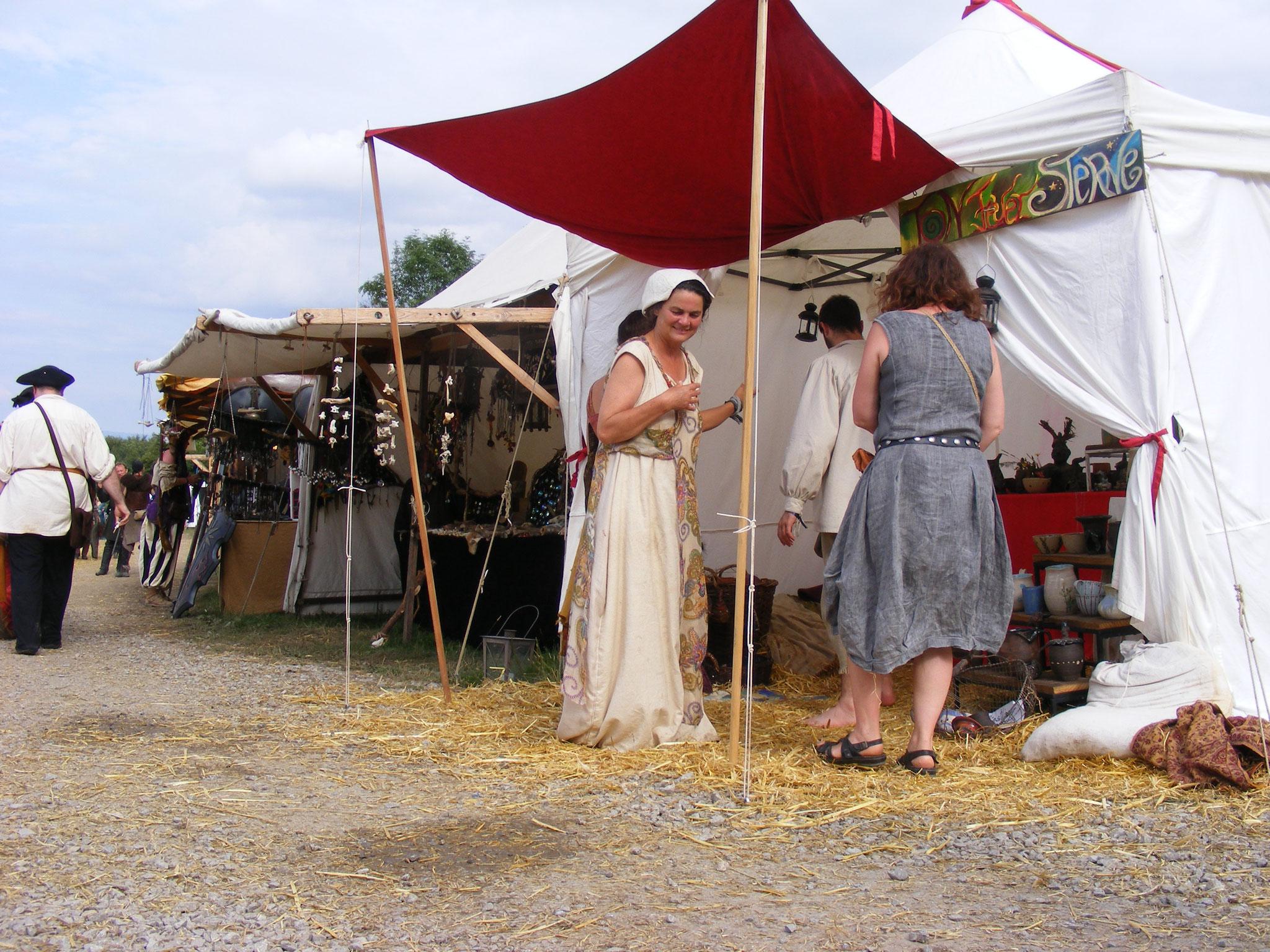 Mütterchen Matsch im Töpferzelt, Drachenfest 2016
