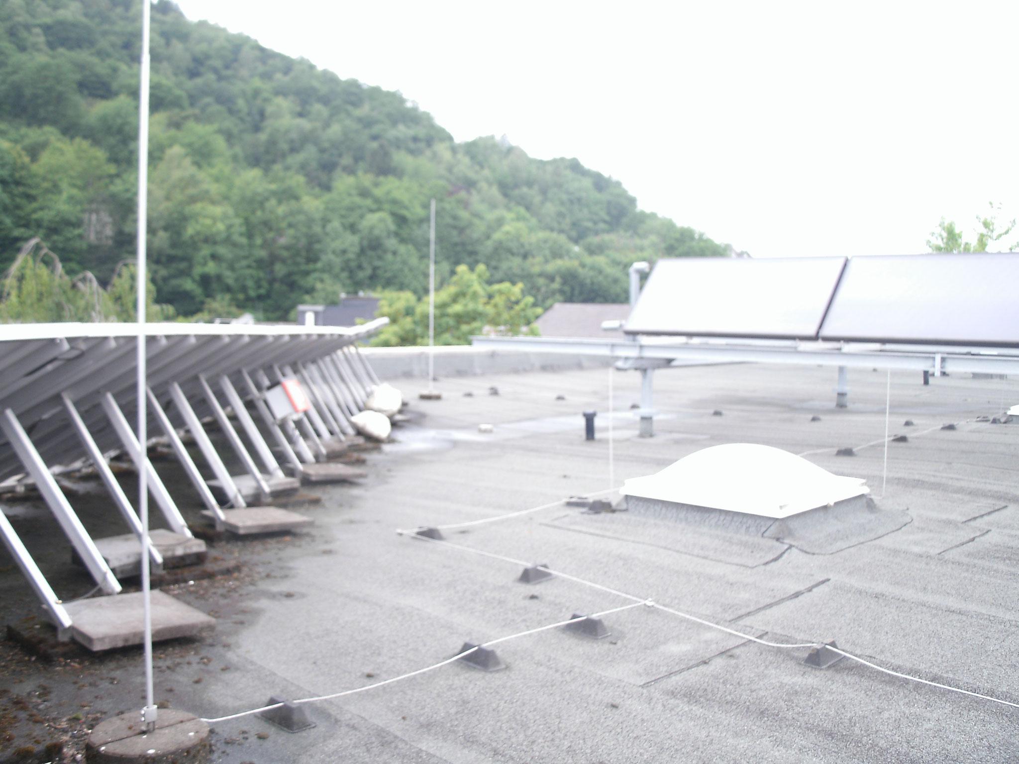 Auf dem Dach des A-Gebäudes.