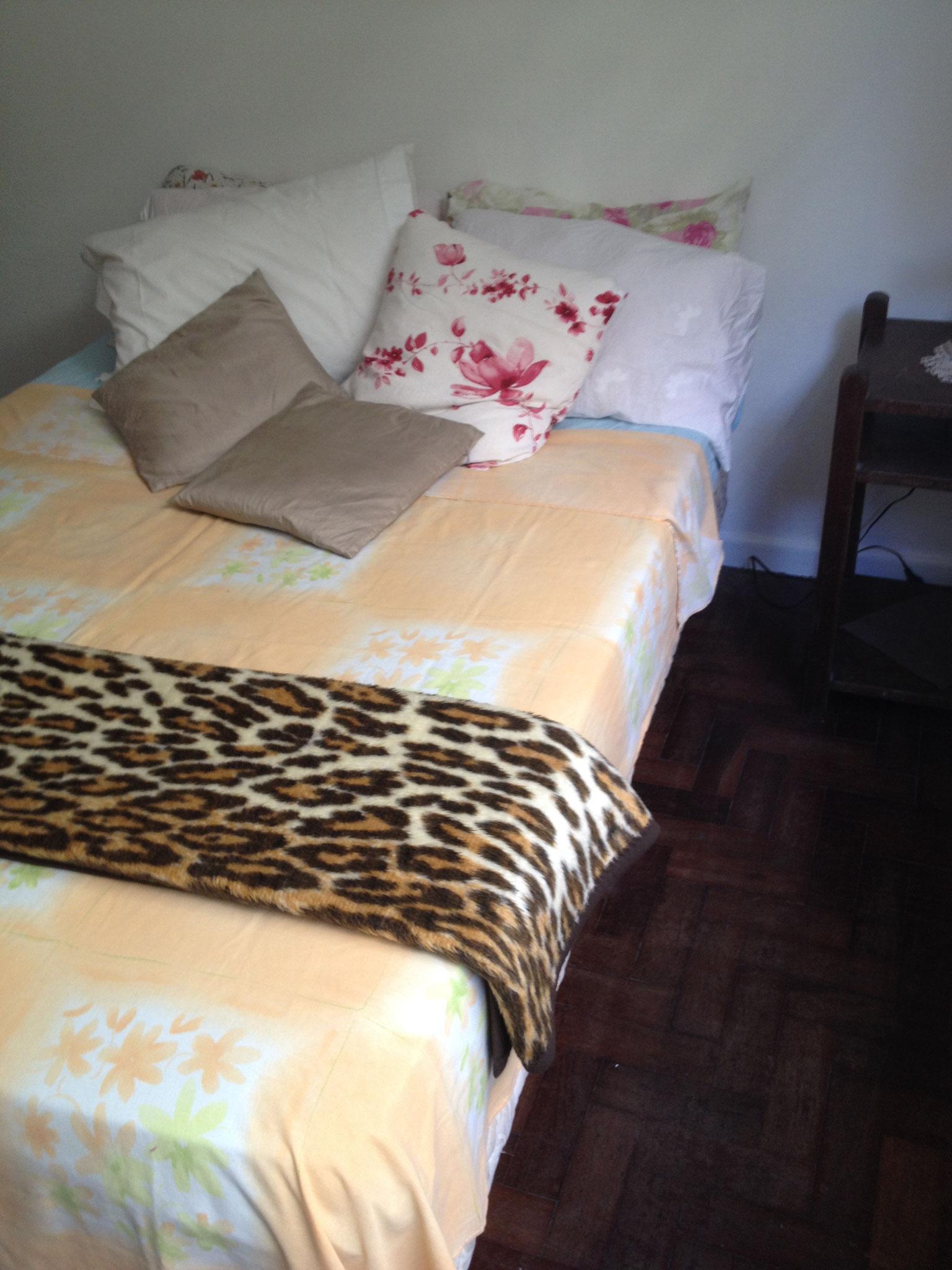 Bett im zweiten Schlafzimmer