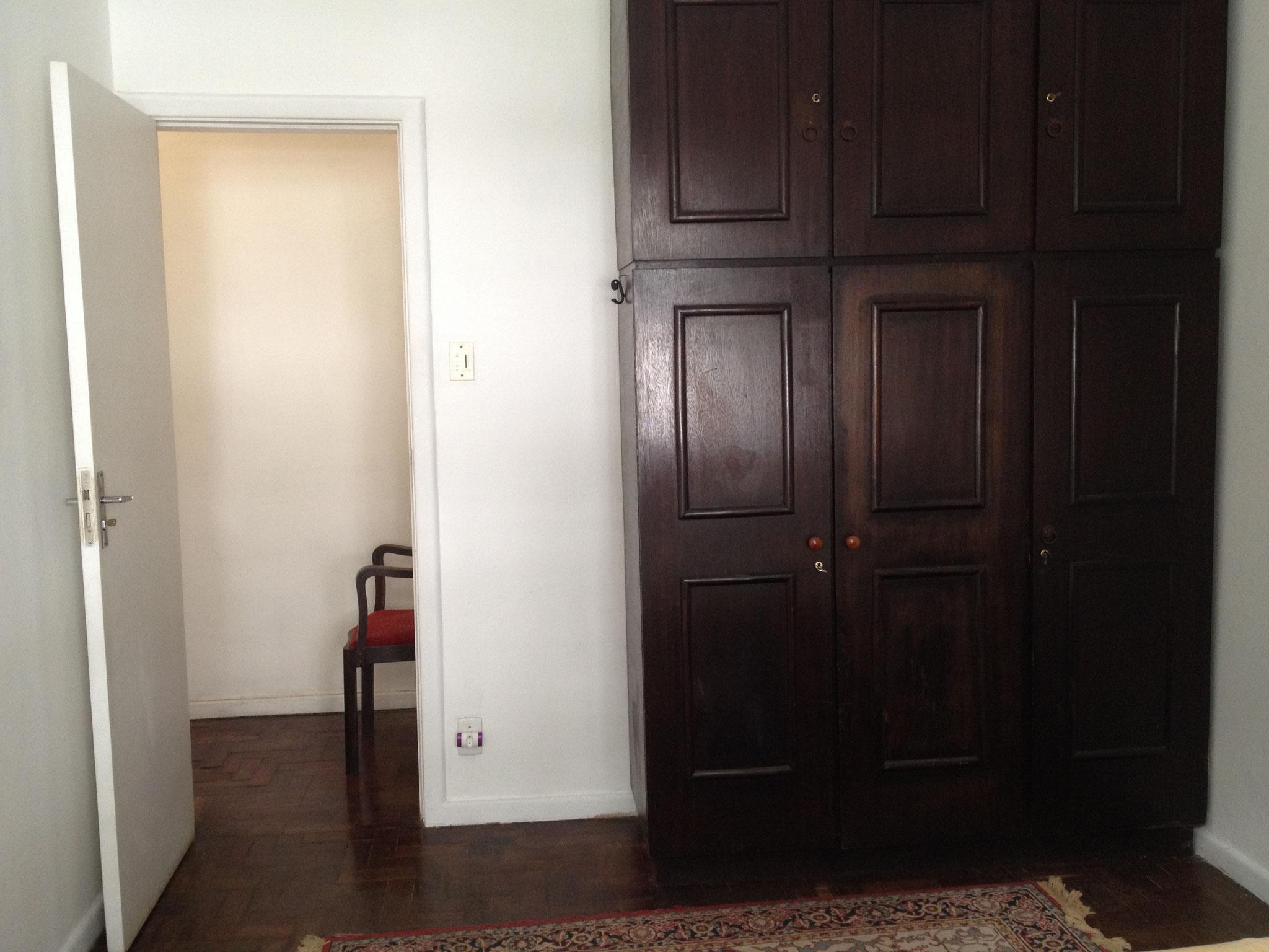 Schrank und Tür