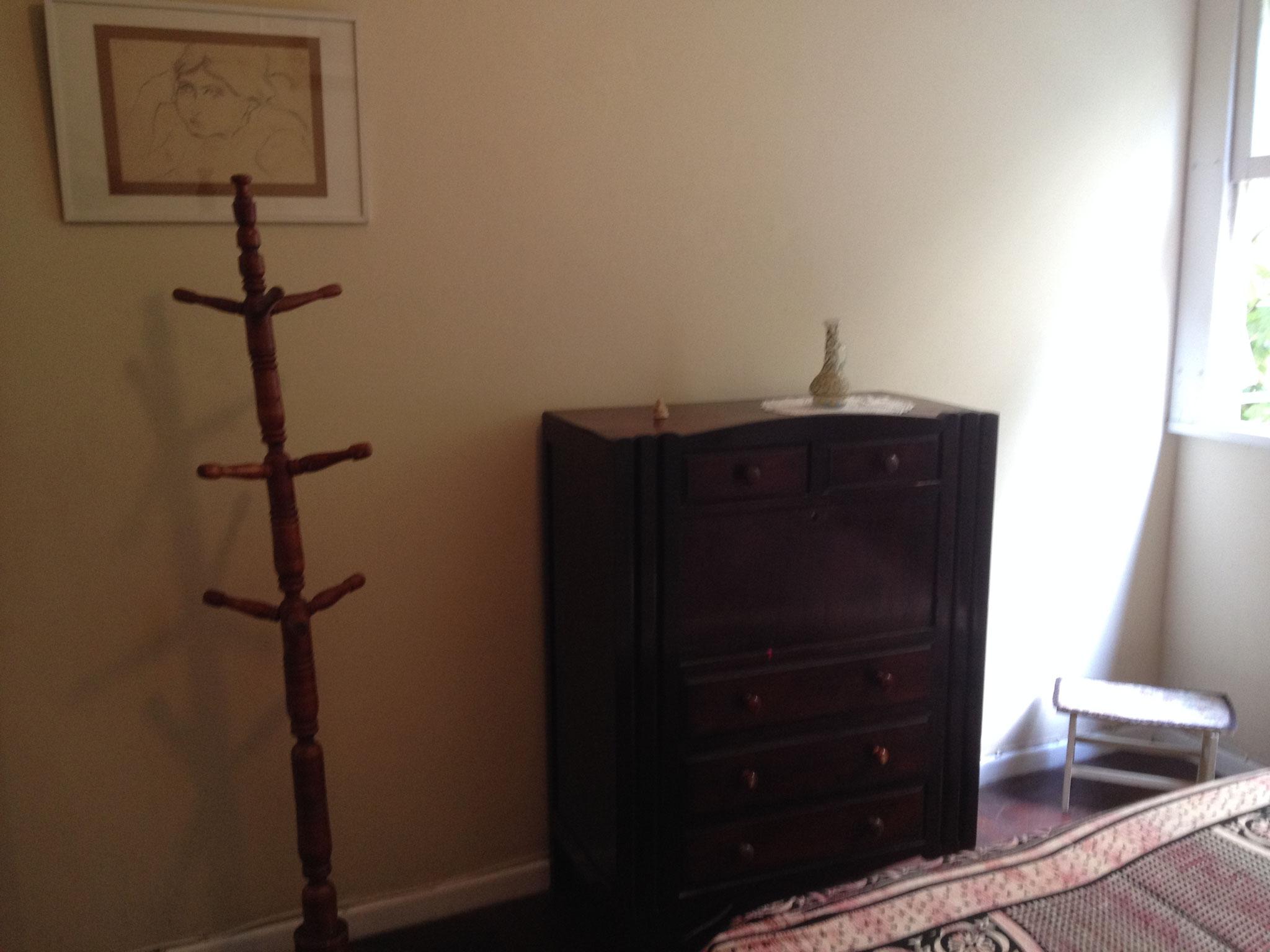 Komode im ersten Schlafzimmer