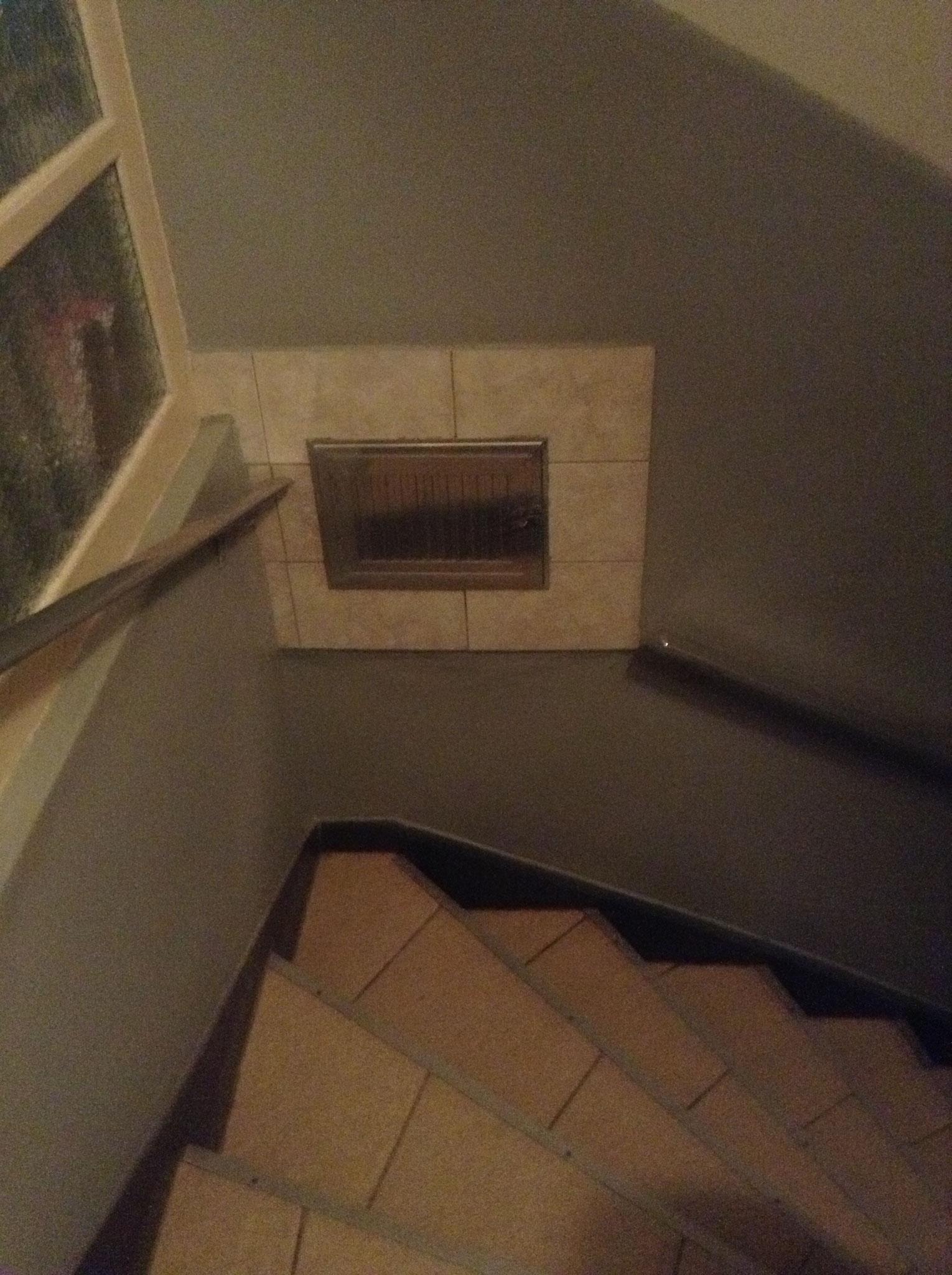 Treppe mit Müllklappe