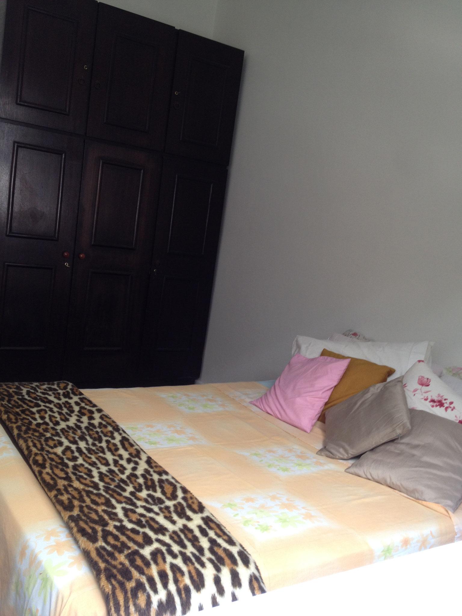 Bett und Schrank