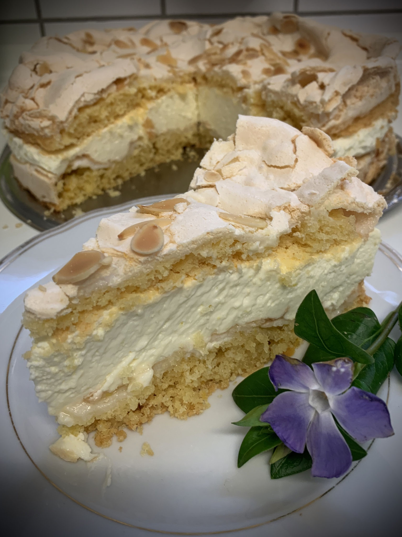 Zitronen-Baiser Torte