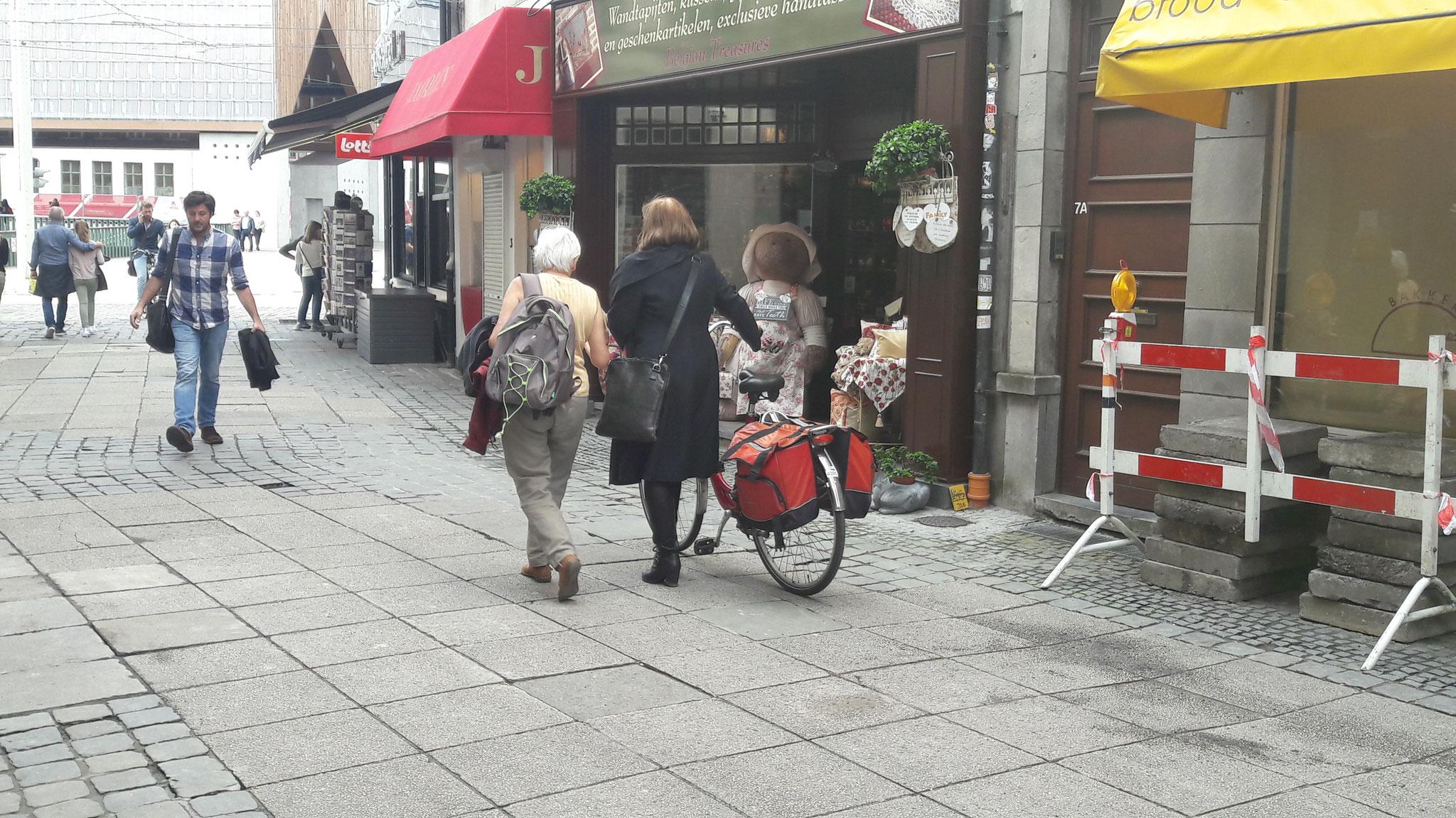 Die meisten hatten solche Taschen an ihren Rädern, umso bunter, umso schöner