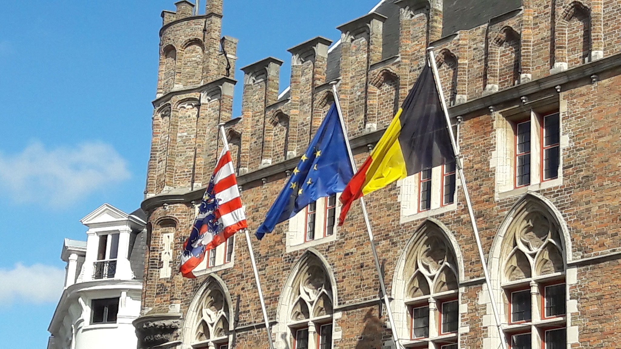 flämisch, europäisch und belgisch, friedlich im Wind