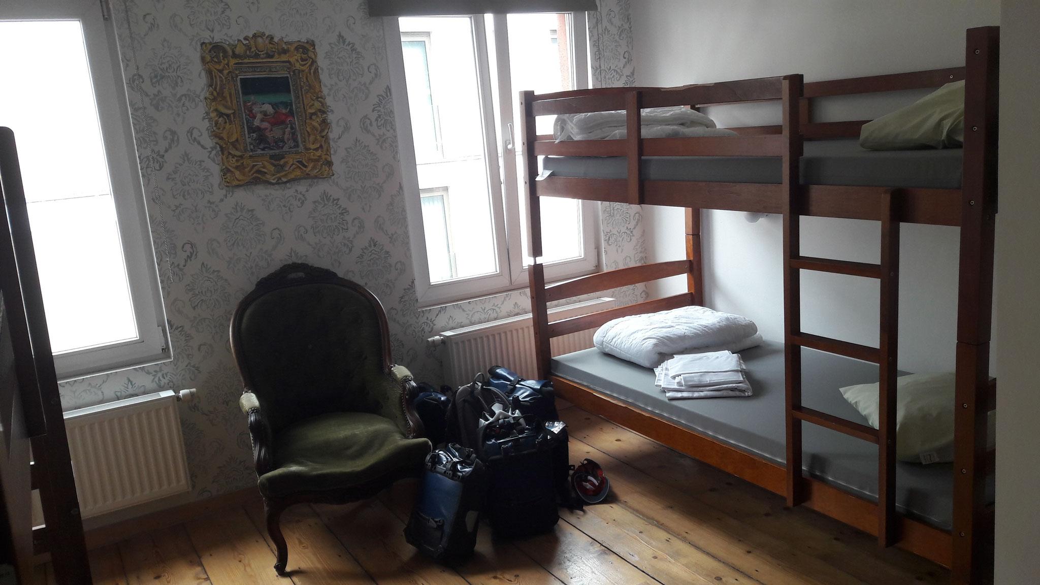Mein 6er Zimmer teile ich mir mit dem Franzosen Oliver (mit asiatischen Hintergrund)