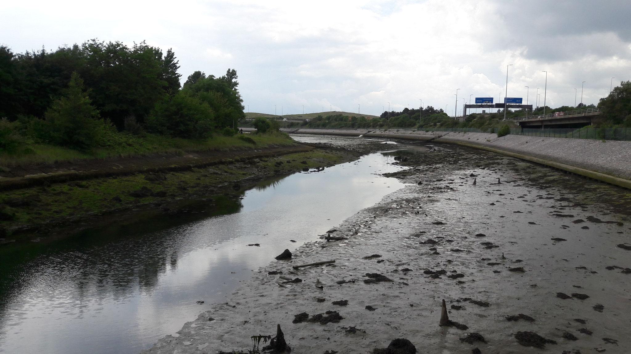 Fluss ohne auseichend Wasser da Ebbe