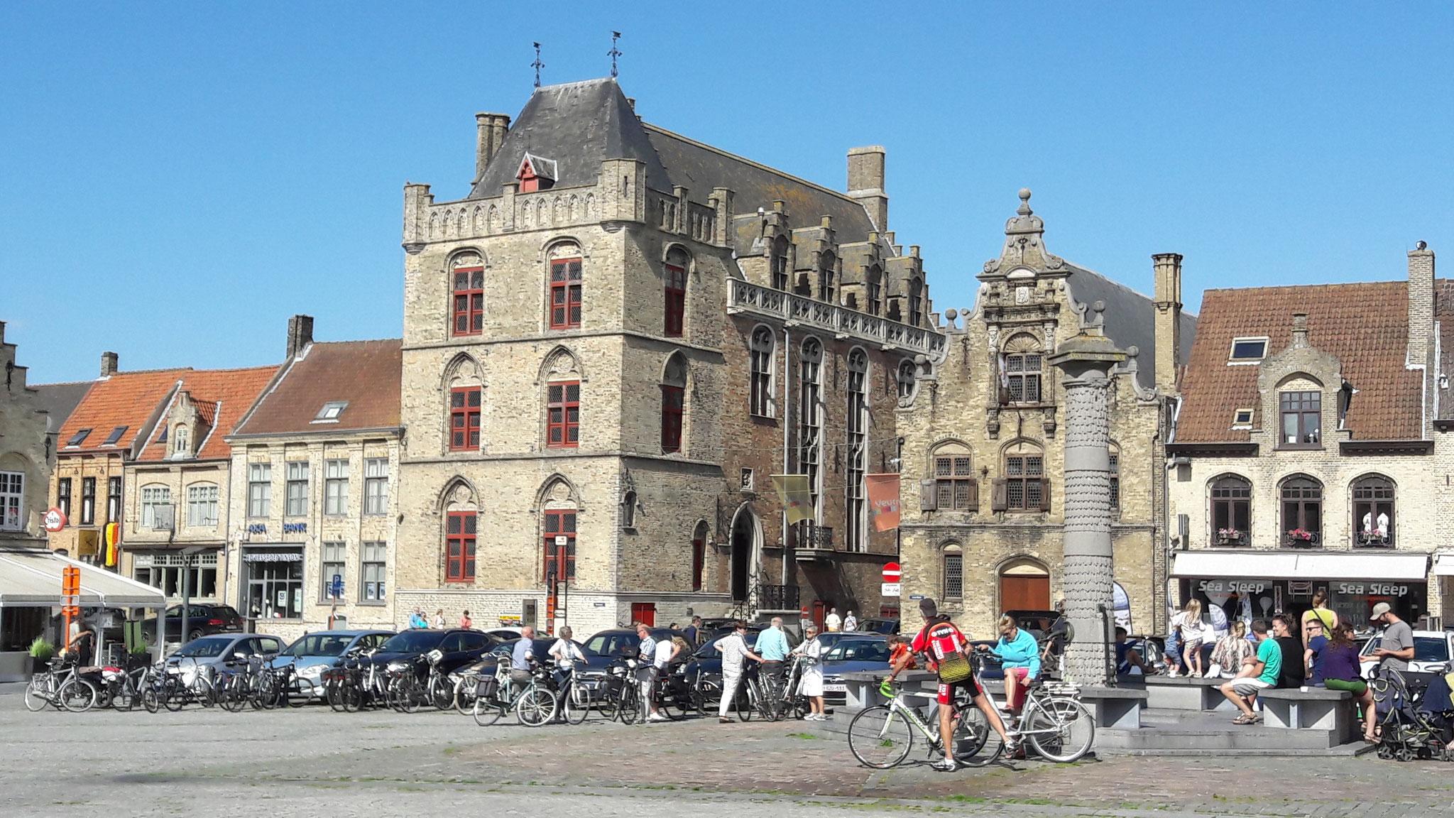 Veurne in Belgien, und überall Radfahrer