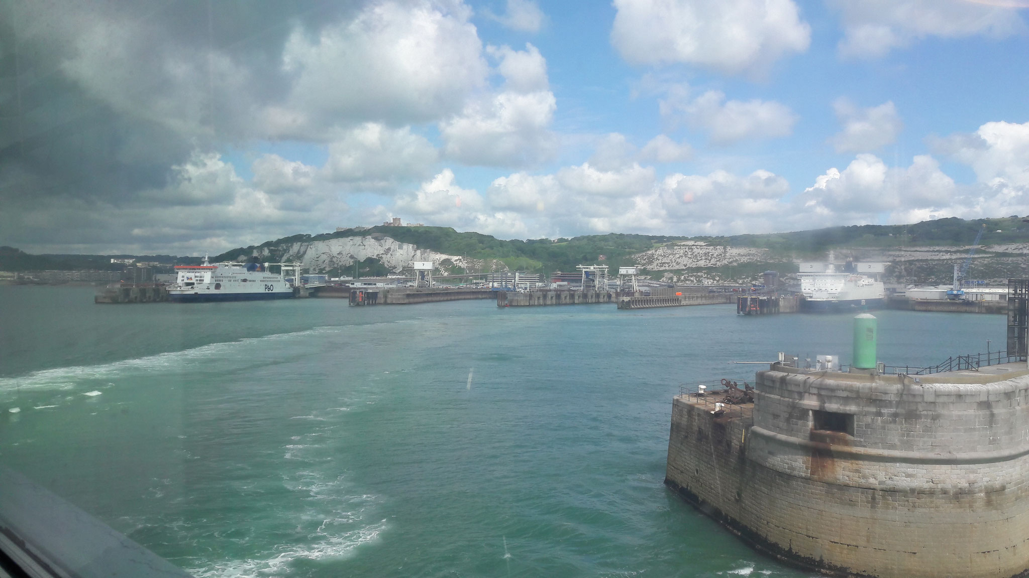 Ausfahrt aus dem Hafen von Dover