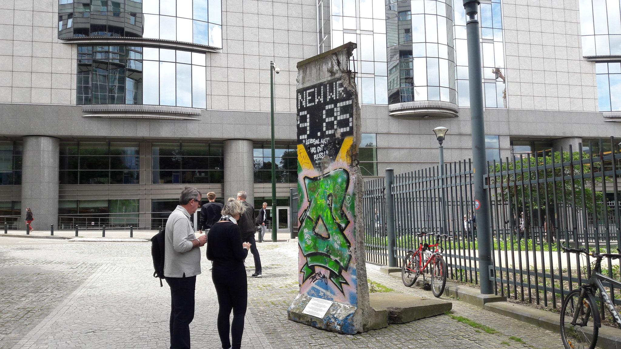 ein Stück Berliner Mauer, ohje, da kommt Heimweh auf ....
