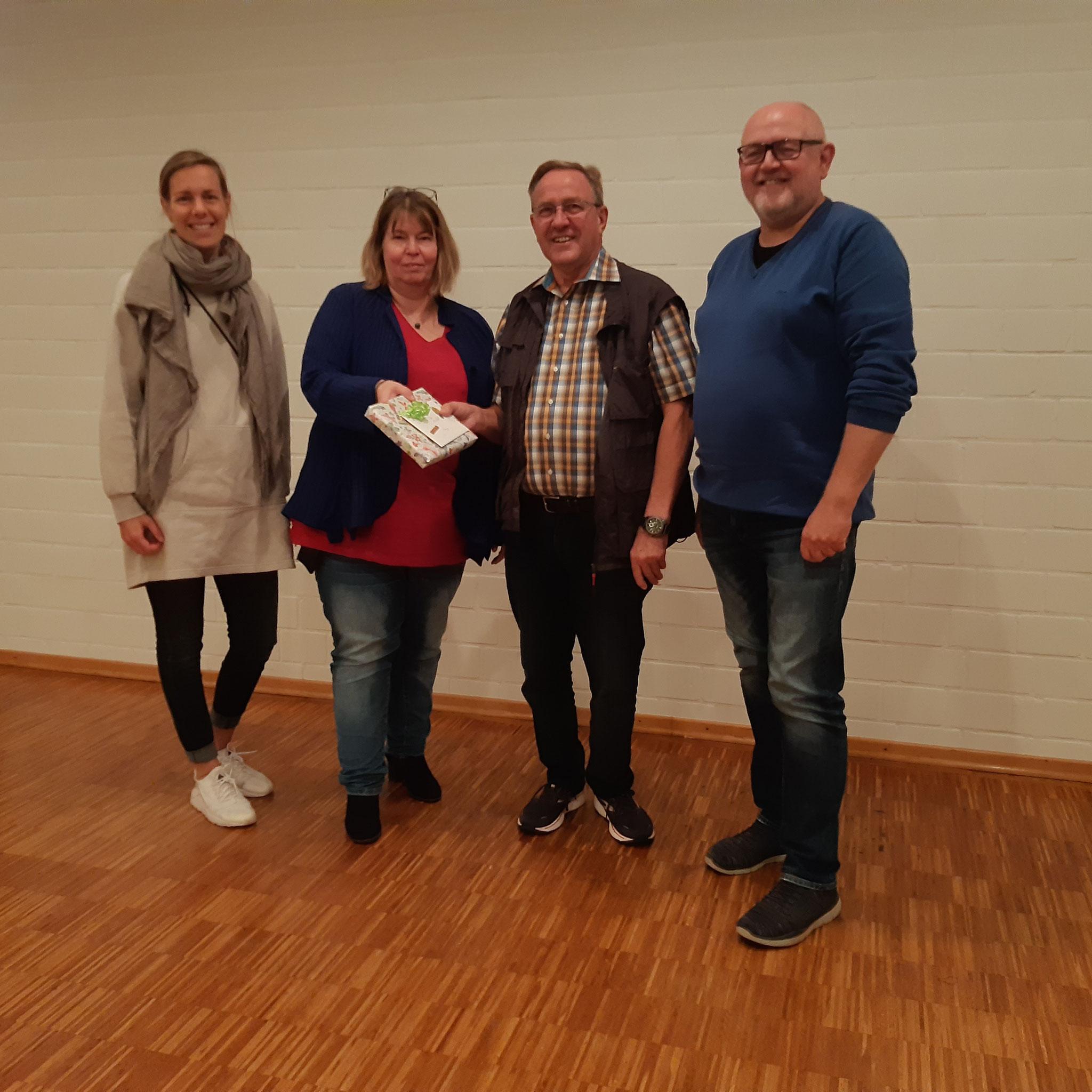 Neues Vorstandsmitglied Vanessa Hansen mit Silke Schult und den beiden Leitern des OKR