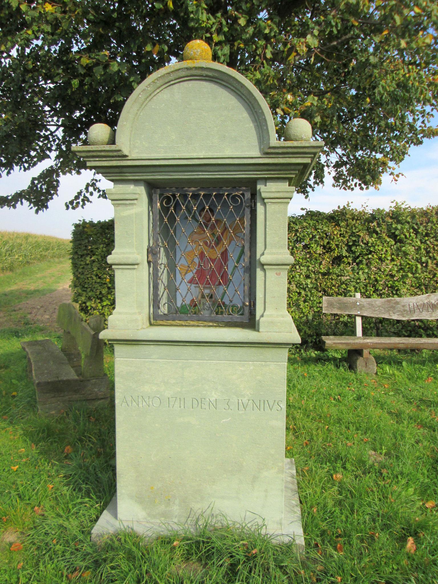 Renoviertes Heiligenhäuschen in der Oberbergheimer Feldflur